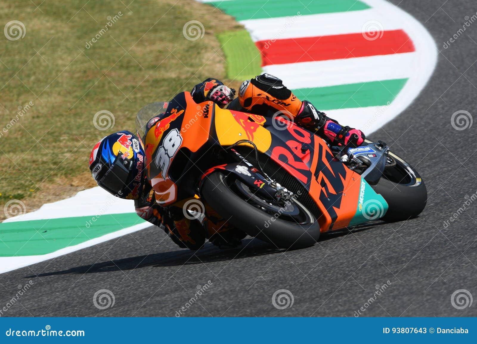 d4ccb402d6 Mugello - ITALIA, el 3 de junio: Jinete británico Bradley Smith de KTM  MotoGP en GP 2017 de OAKLEY de Italia de MotoGP Mugello el 3 de junio de  2017 Italia