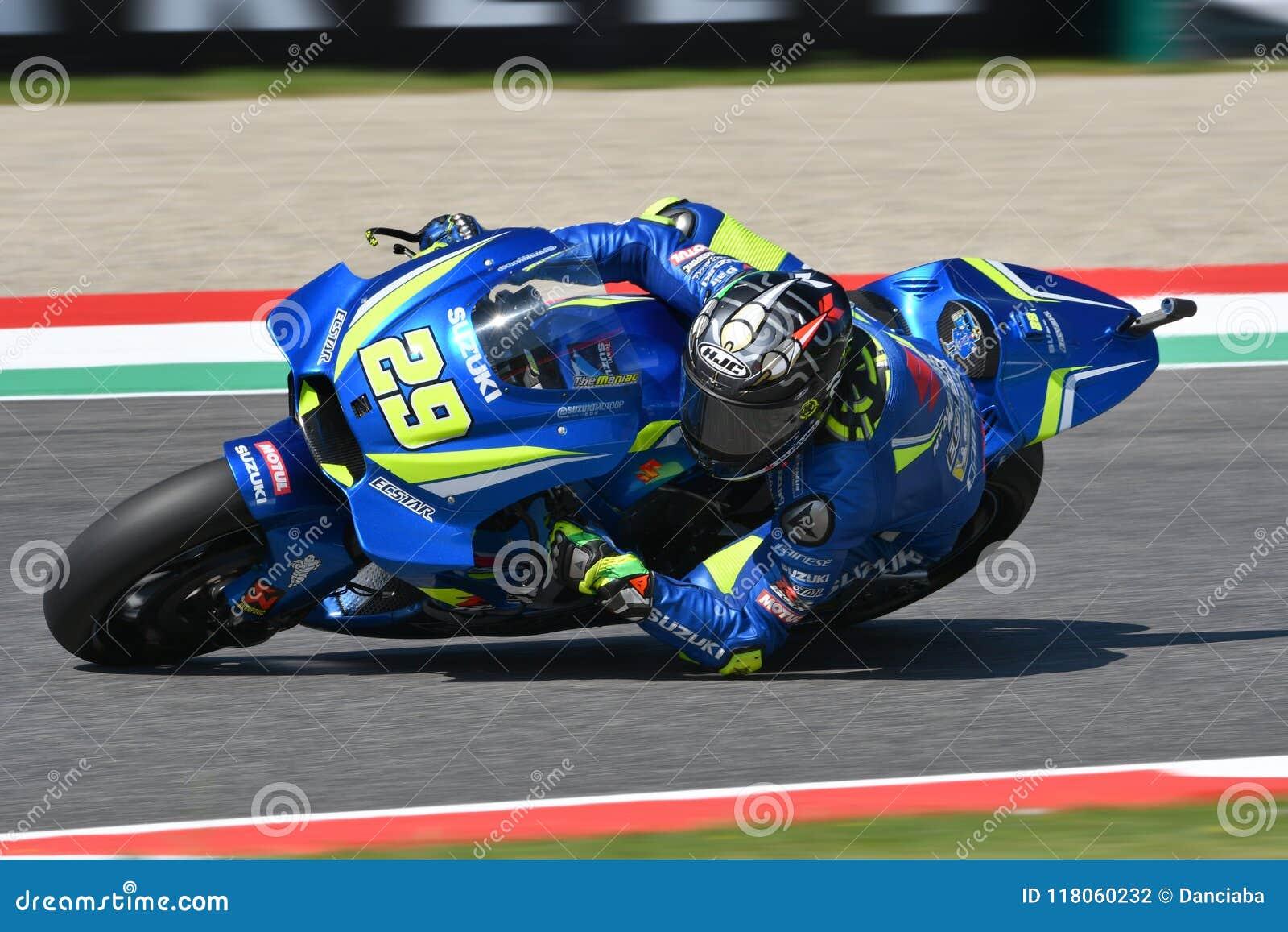 MUGELLO - ITALIE, juin : Cavalier Andrea Iannone de Suzuki Ecstar Team d Italien pendant la session de qualification au généralis