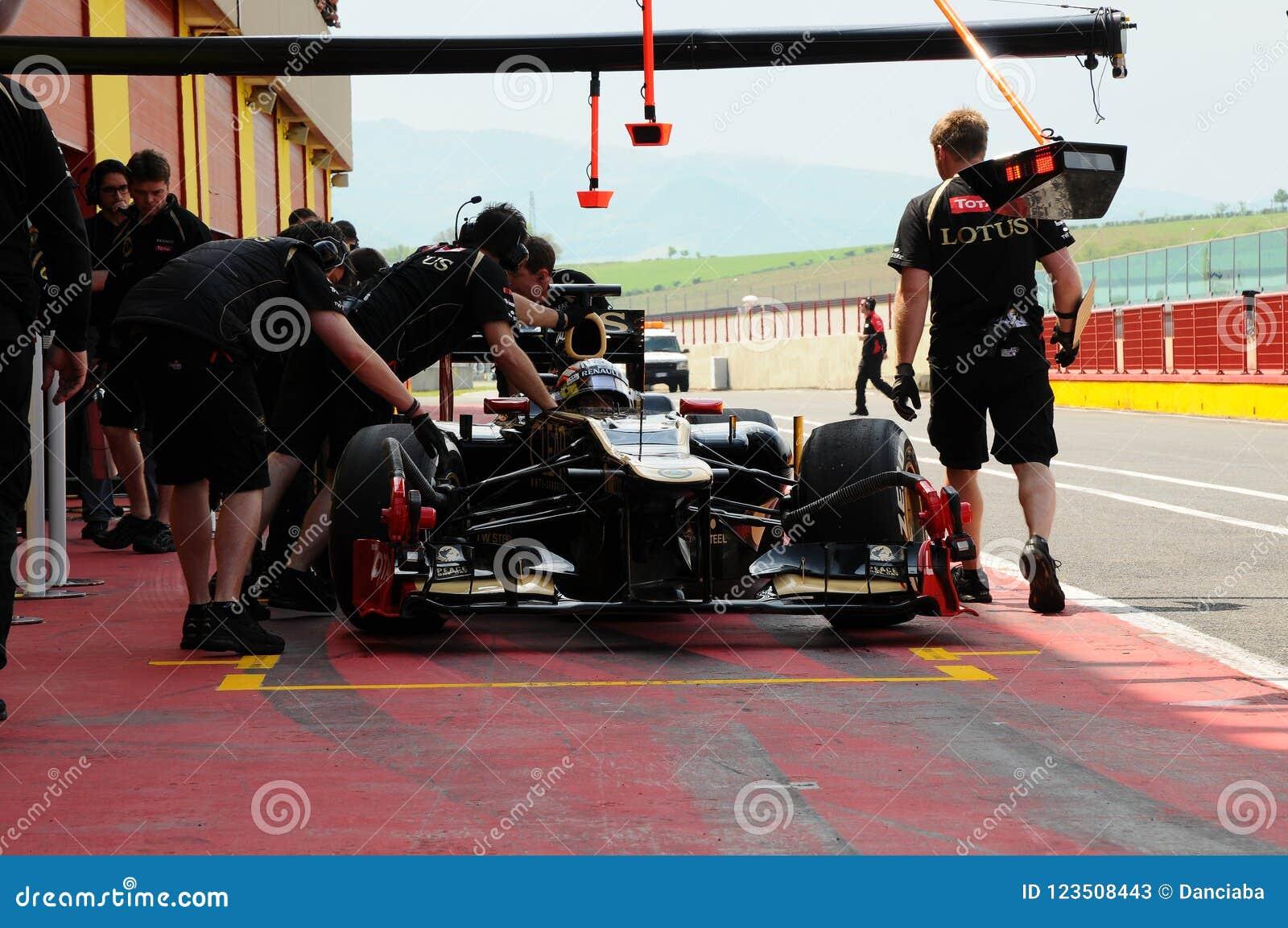 MUGELLO, ITALIE - MAI 2012 : Le ` Ambrosio de Jerome D de Lotus Renault F1 conduit pendant la session d essai dans le circuit de