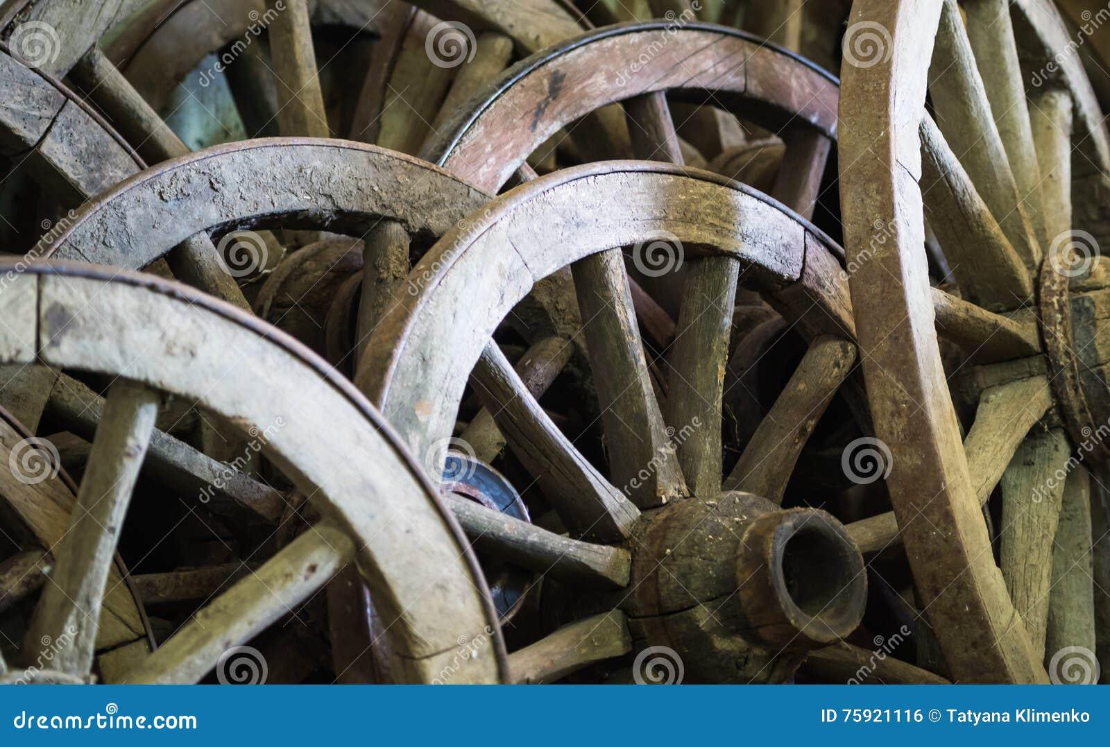Muita carro-roda velha