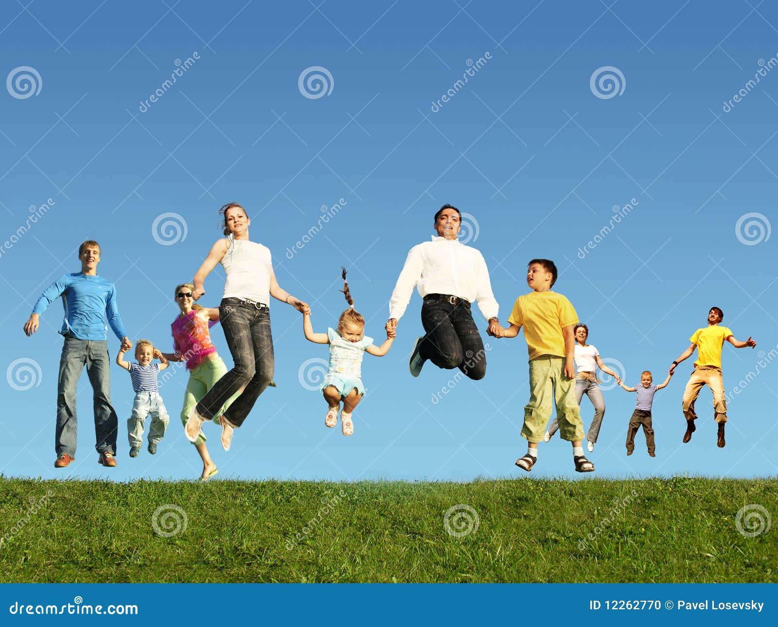 Muitas famílias de salto na grama, colagem