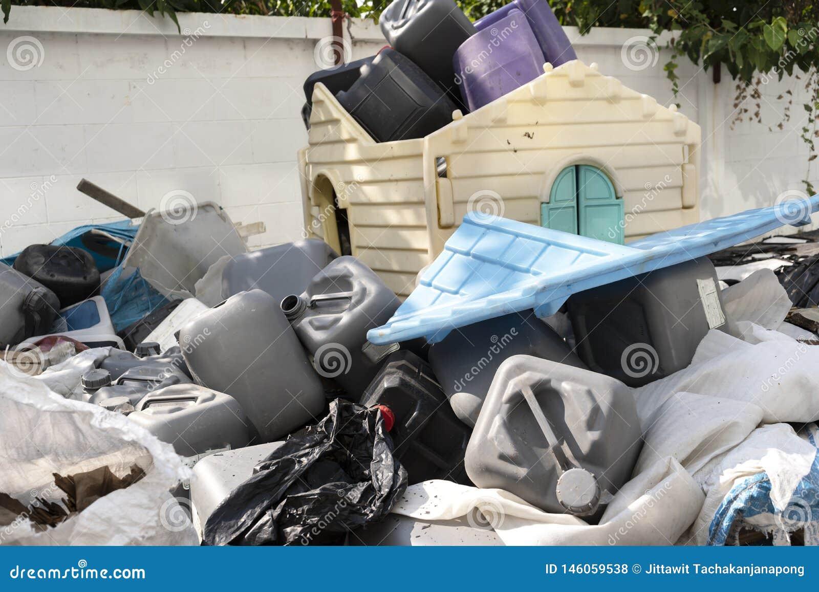 Muito desperdício plástico