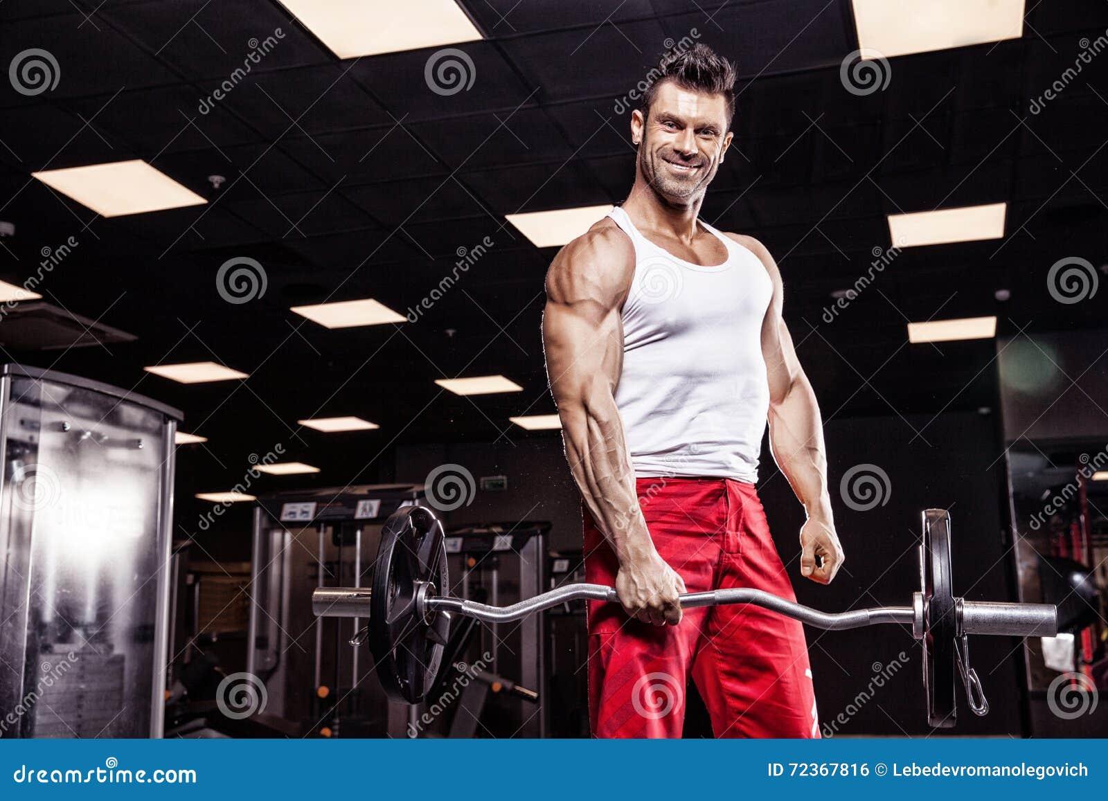 Muito halterofilista atlético do indivíduo do poder