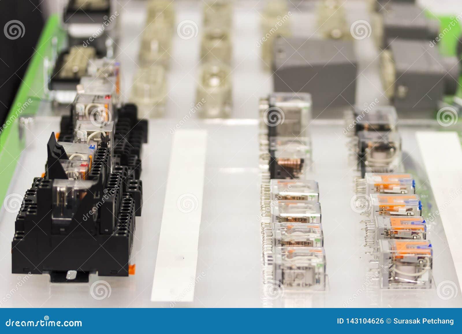 Muito interruptor do soquete e do relé elétrico automático ou eletroímã para o circuito elétrico operado da máquina ou industrial