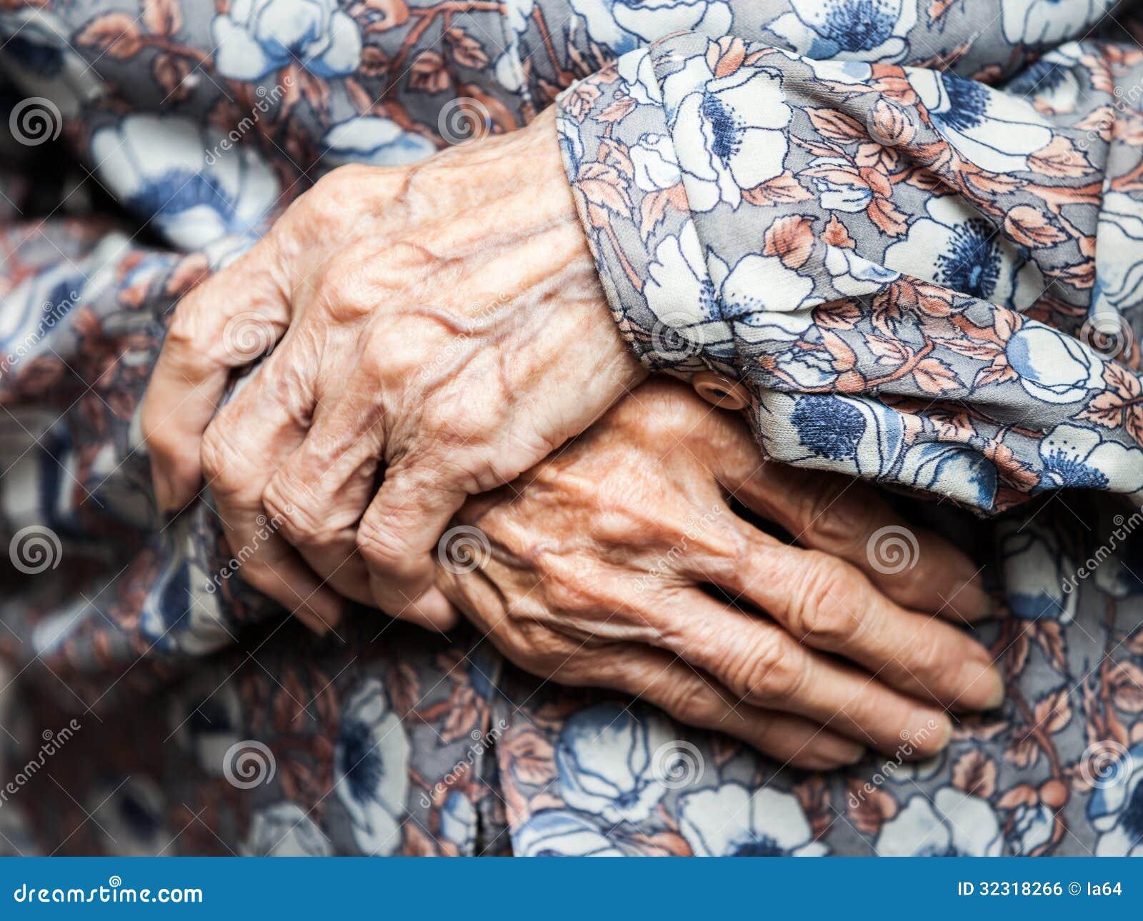Muito mãos da mulher adulta