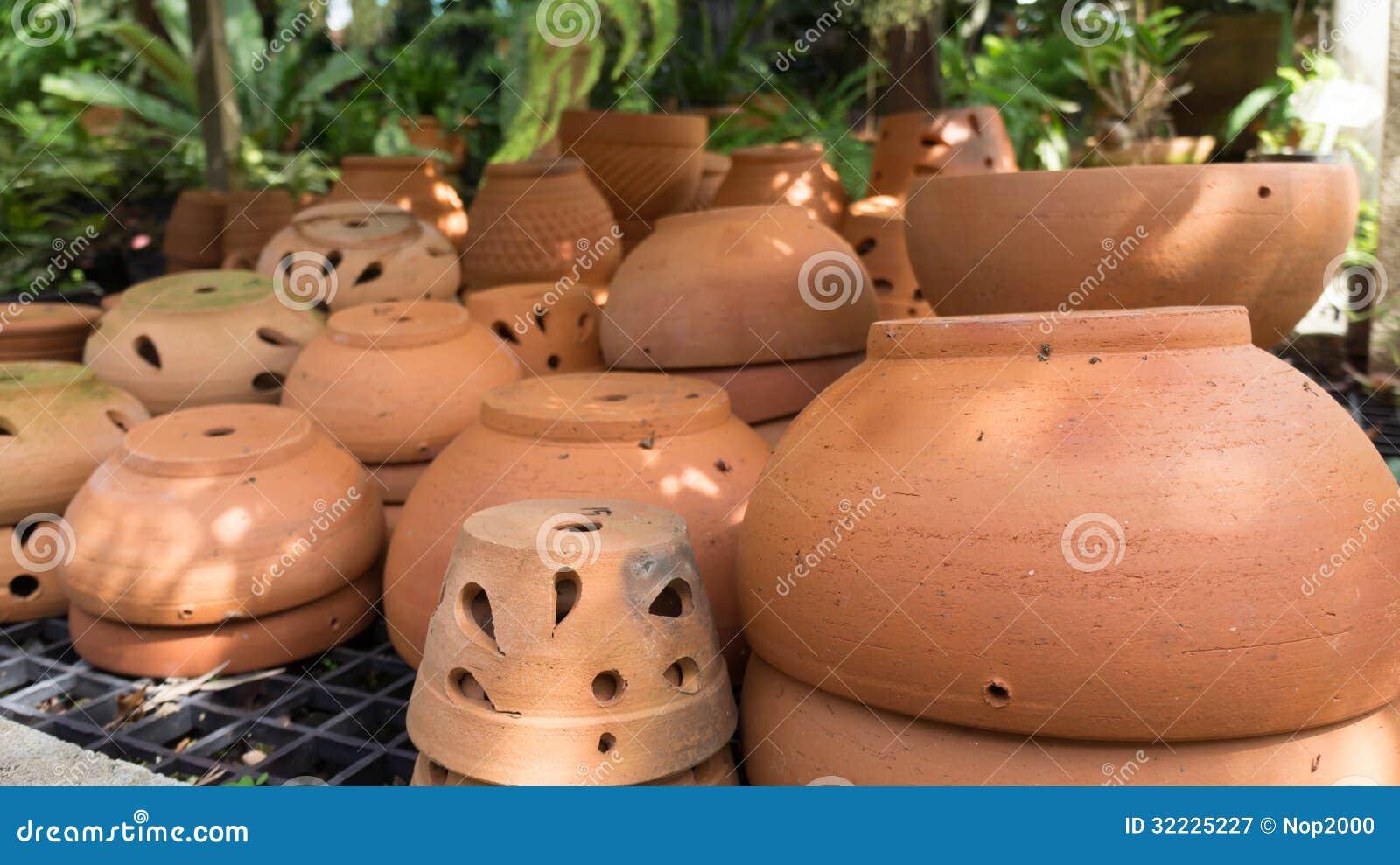 Download Muito vaso de flores imagem de stock. Imagem de centro - 32225227
