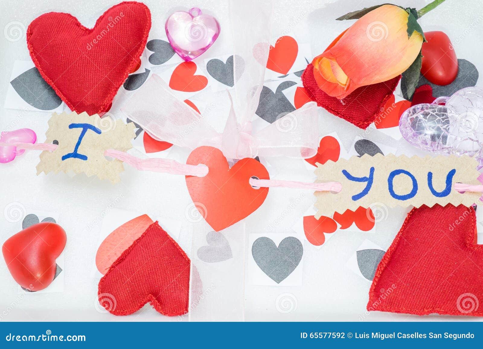 Muitos corações de cores diferentes