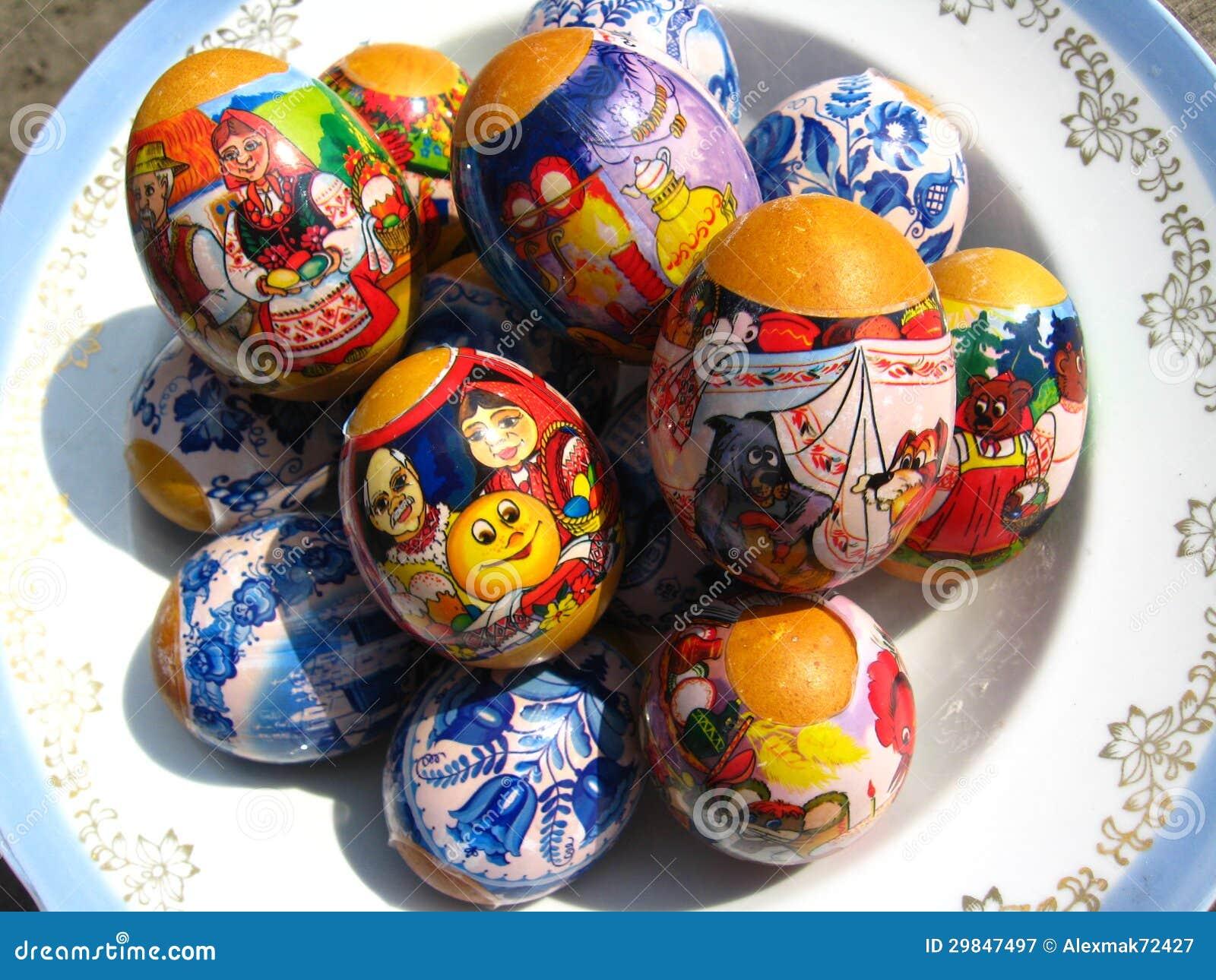 Ovos da páscoa agradáveis com imagens