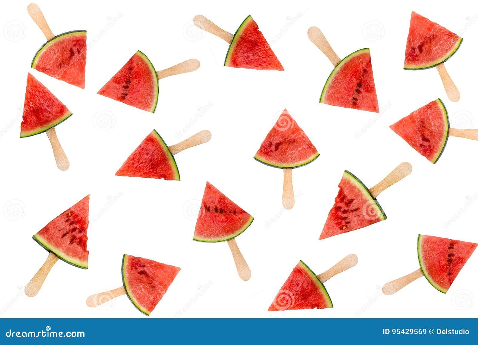 Muitos picolés da fatia da melancia isolados no conceito branco, fresco do fruto do verão
