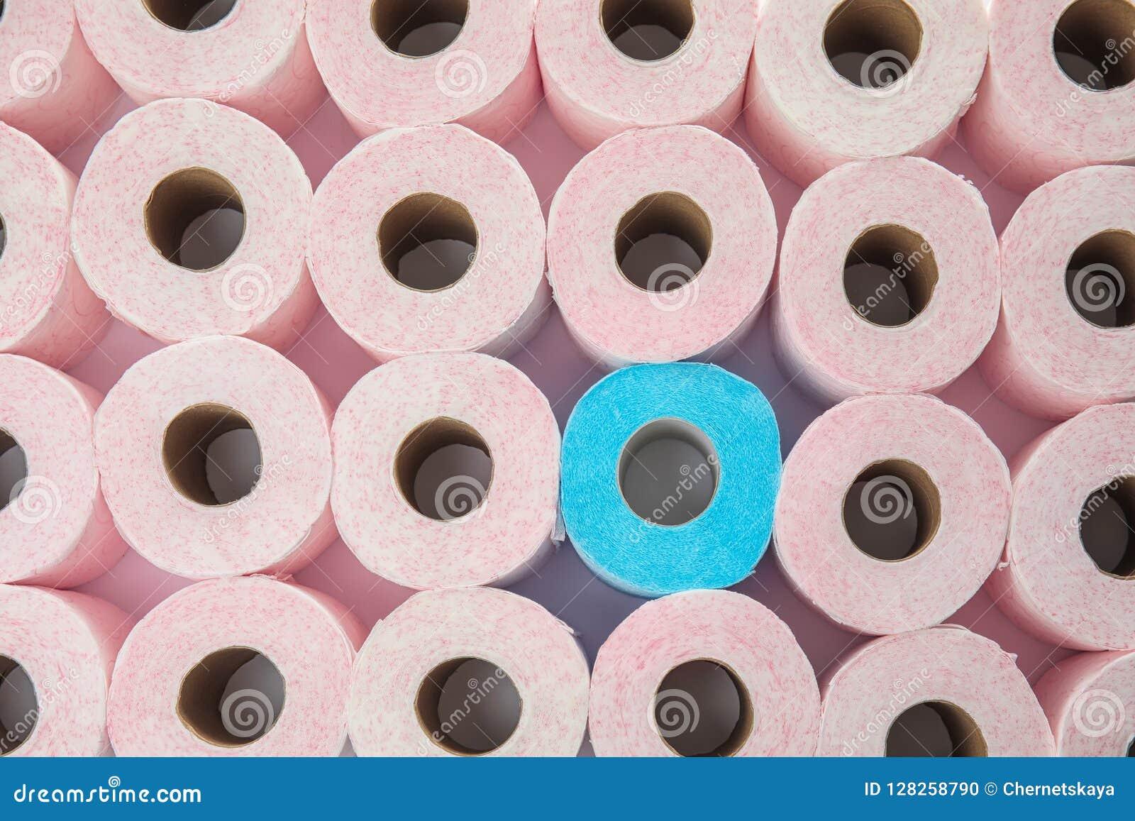 Muitos rolos de papel higiênico como o fundo