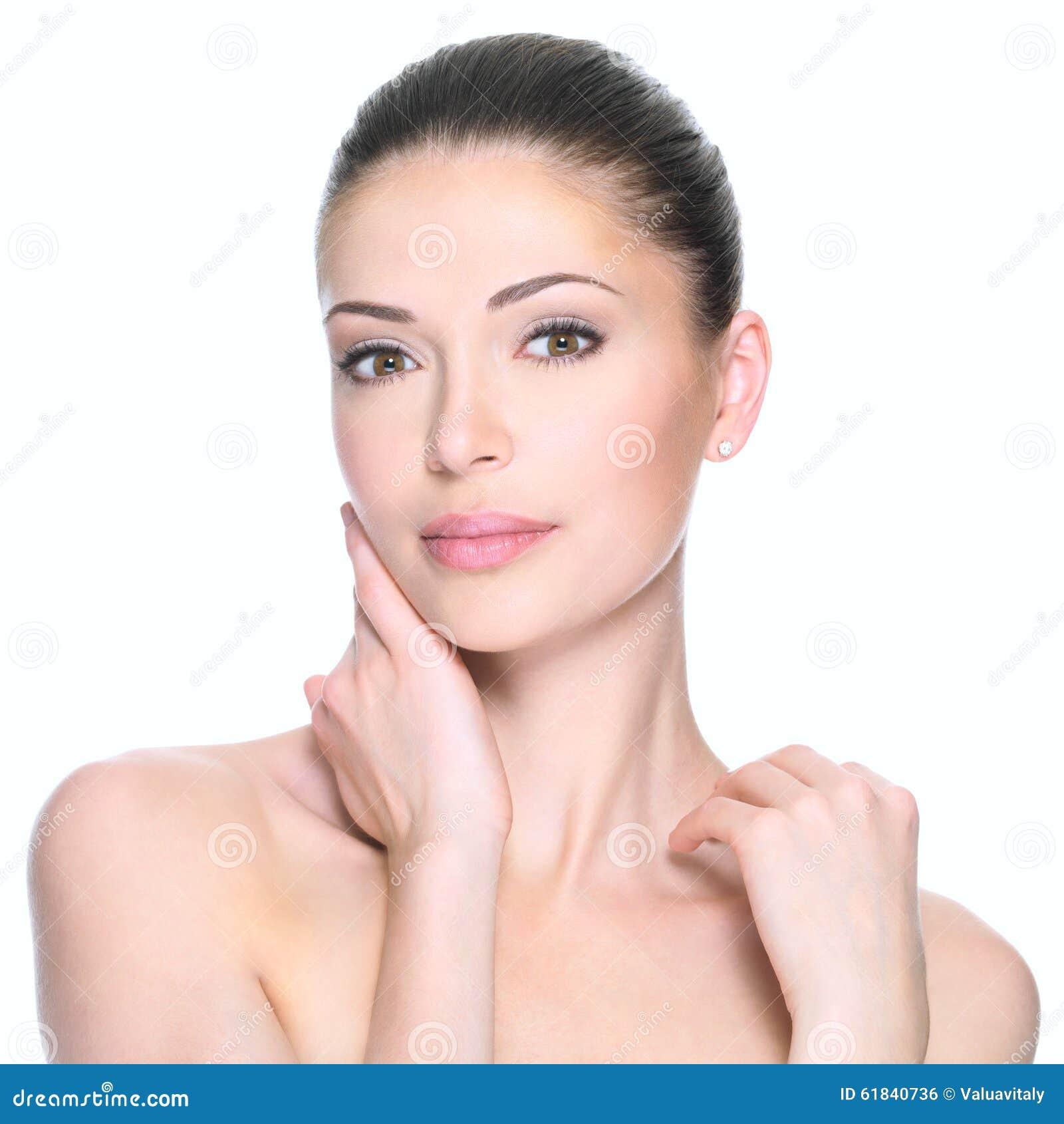 Mujer adulta con la cara hermosa
