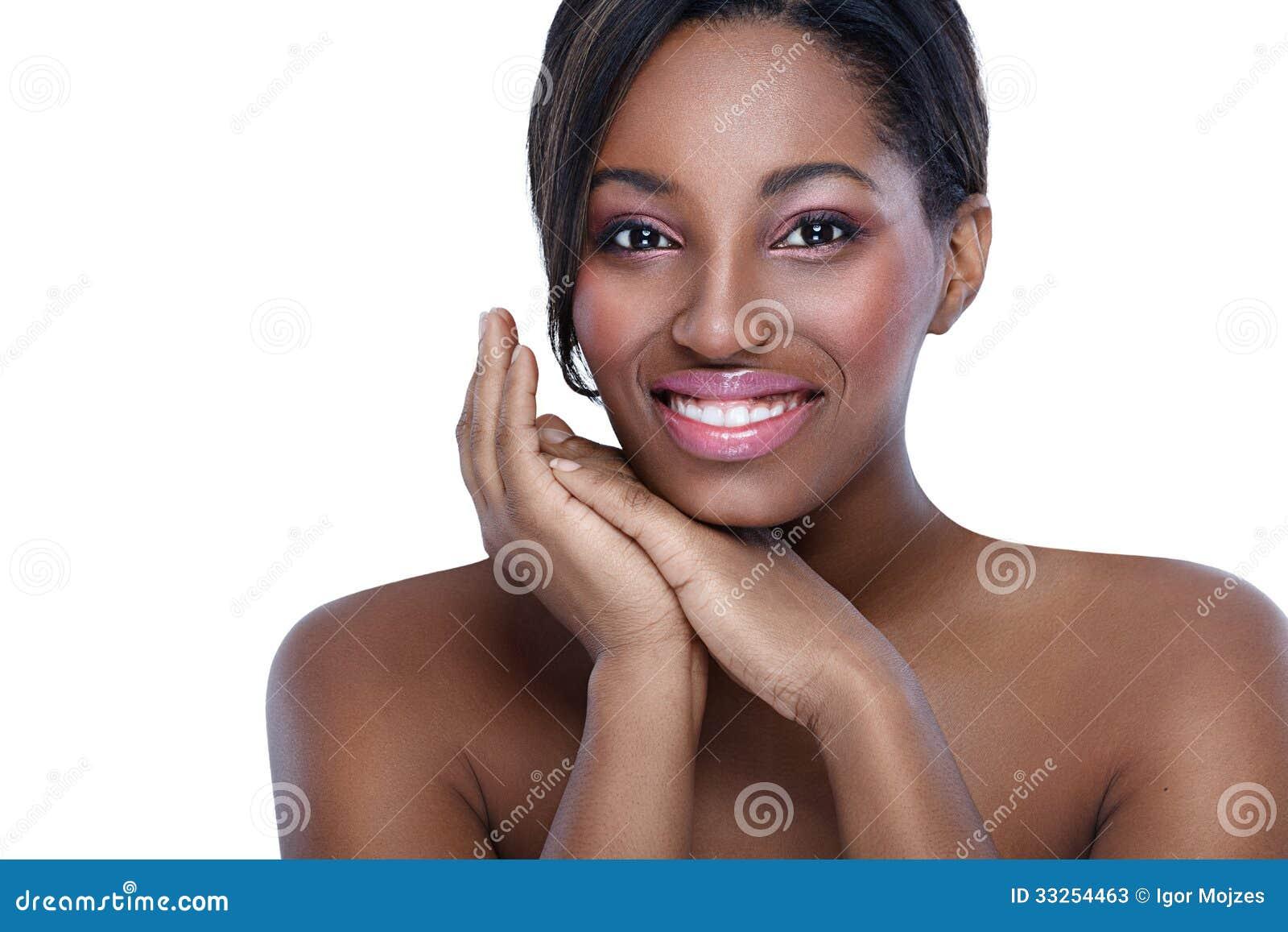 Mujer africana con la piel perfecta