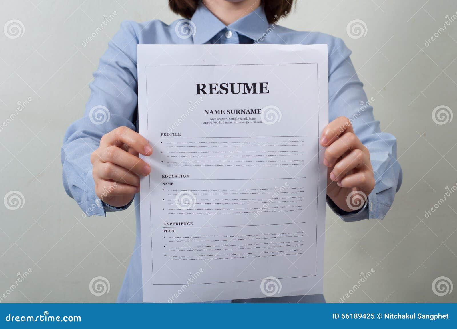download mujer asitica en el desgaste del trabajo que exhibe la informacin del curriculum vitae negocios
