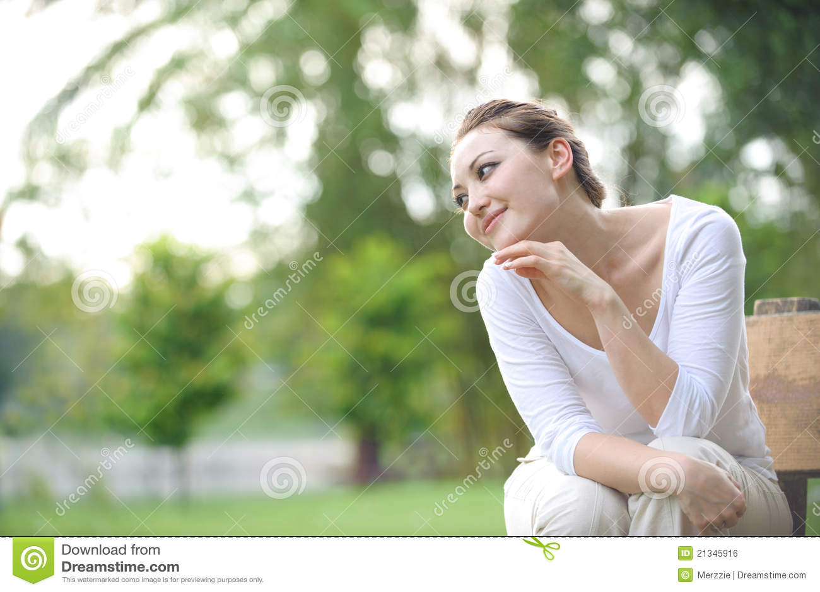 Mujer asiática sana atractiva