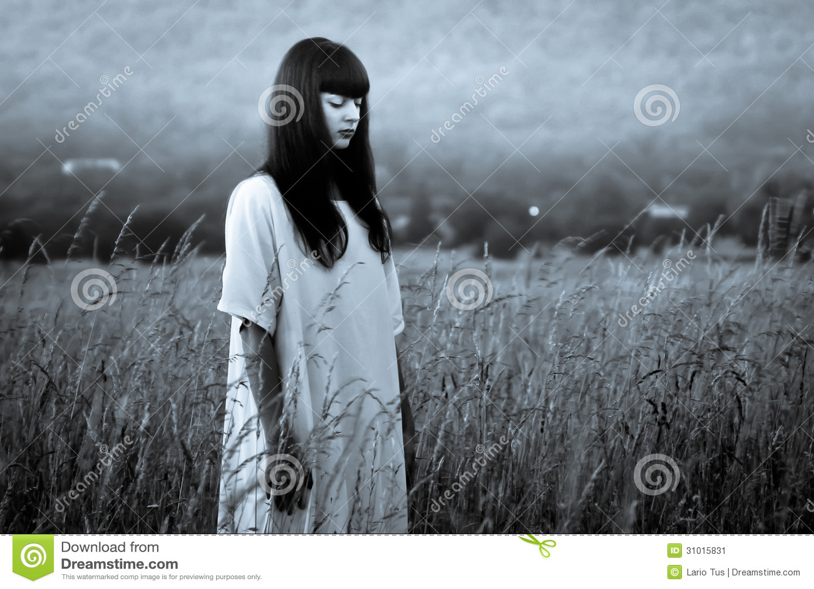 Mujer asustadiza del horror