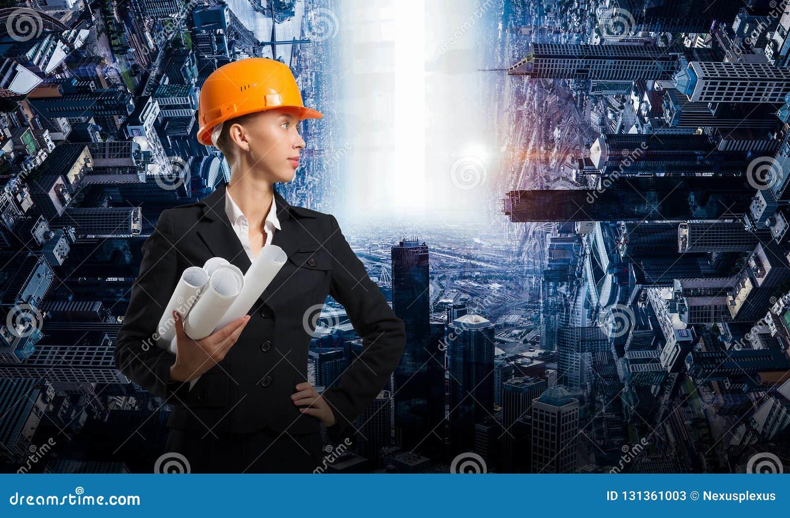 Mujer atractiva del arquitecto y su proyecto Técnicas mixtas