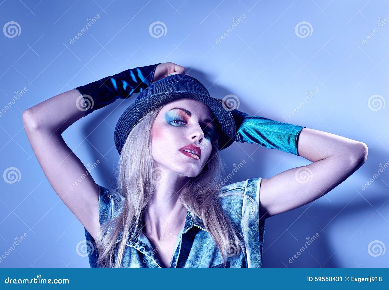 Mujer Atractiva Del Inconformista De La Moda De La Belleza, Inusual ...