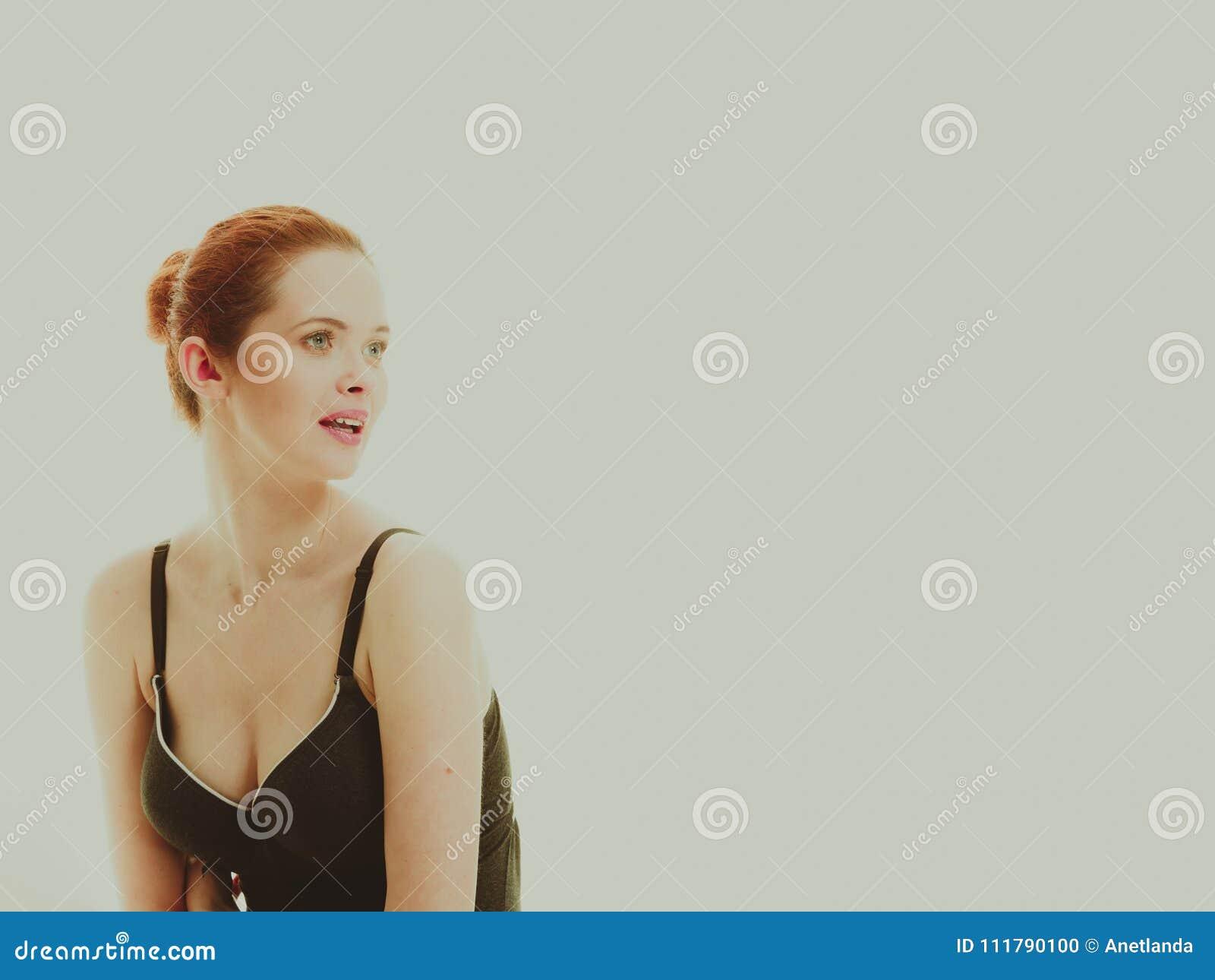 df34d55d72fc Mujer Atractiva En Ropa Interior Negra Del Estilo Del Traje De Baño ...