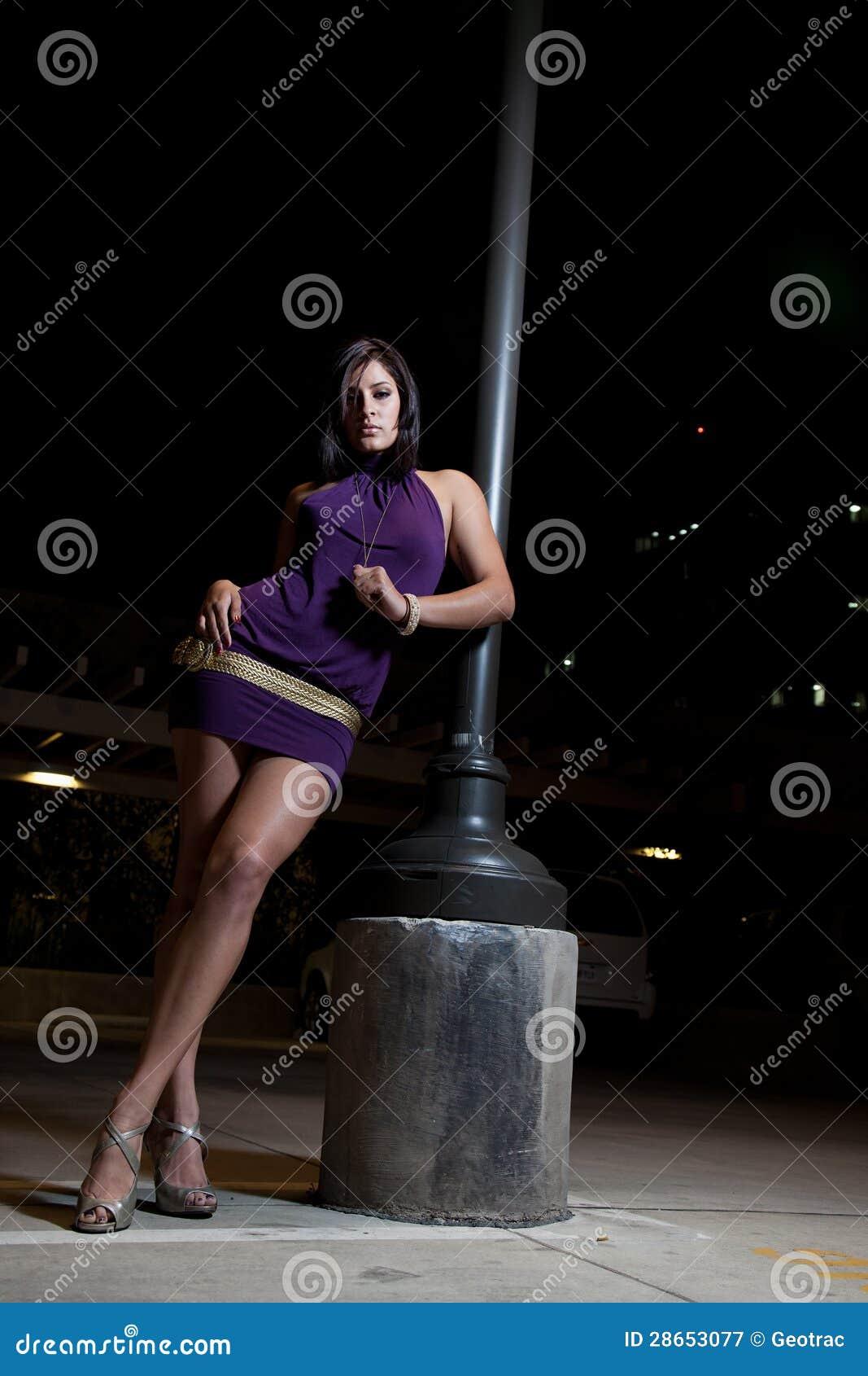 Mujer bastante atractiva del hispanoamericano