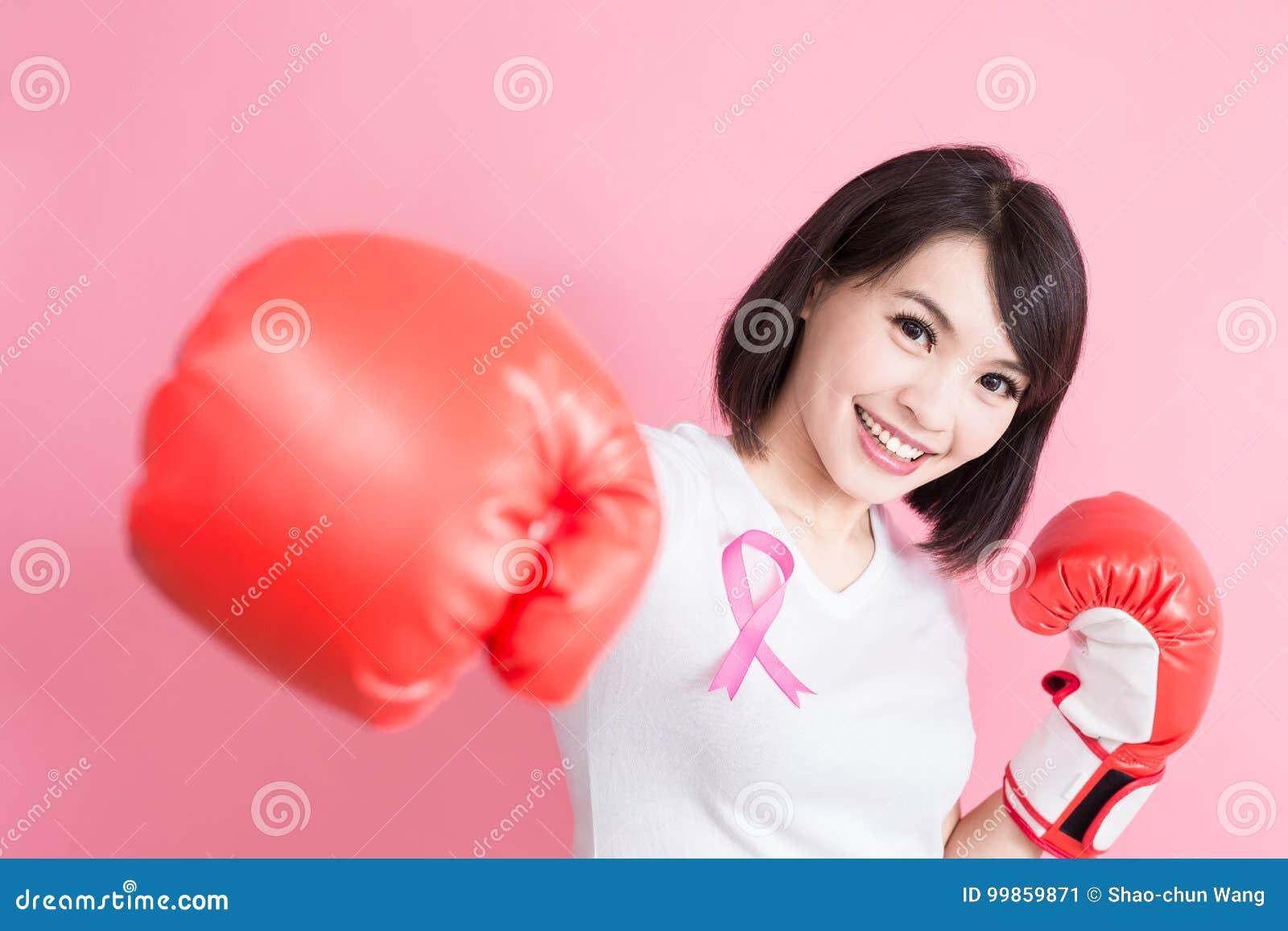 Mujer con concepto de la salud del pecho