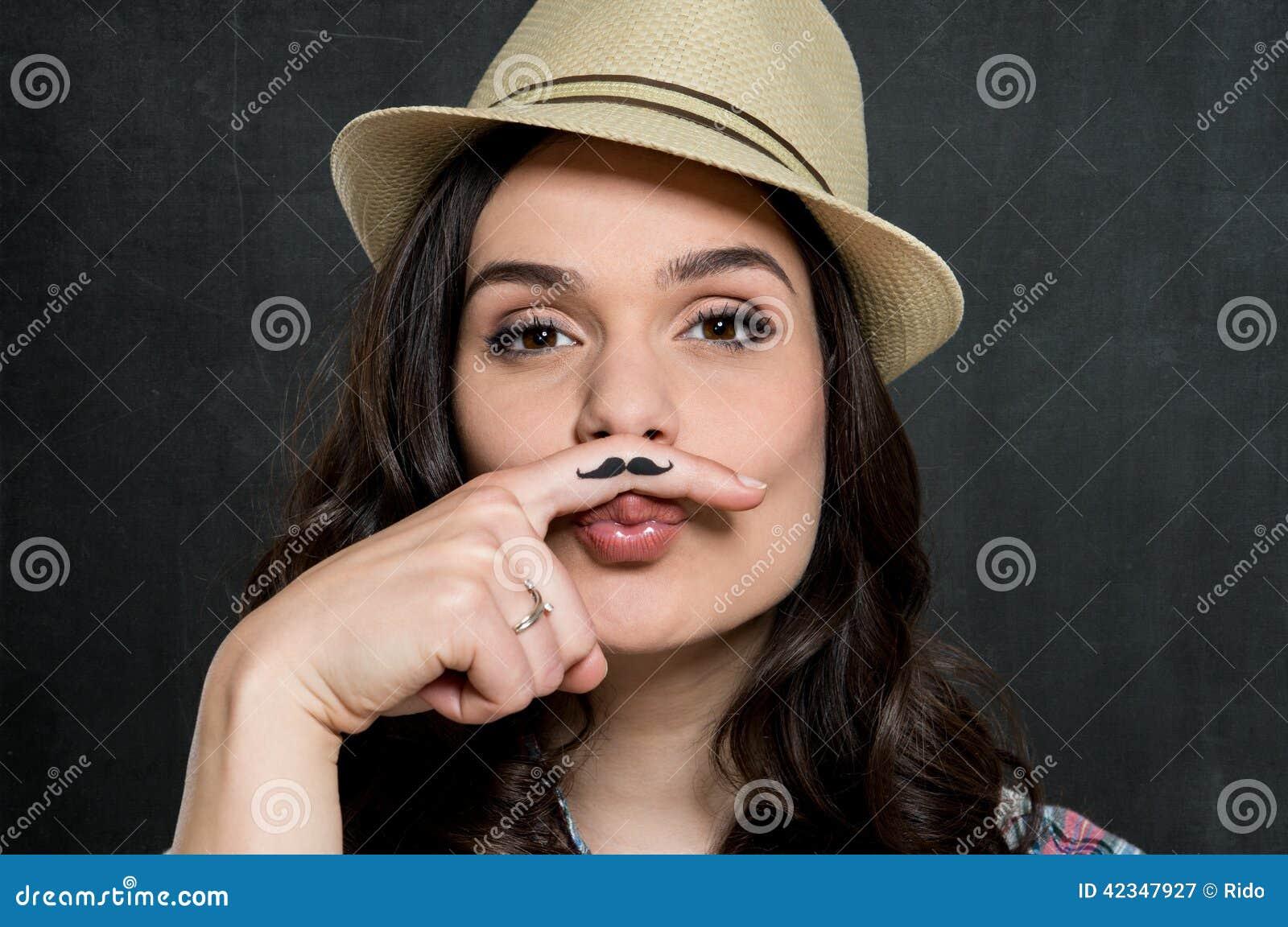 Mujer con el bigote del vintage