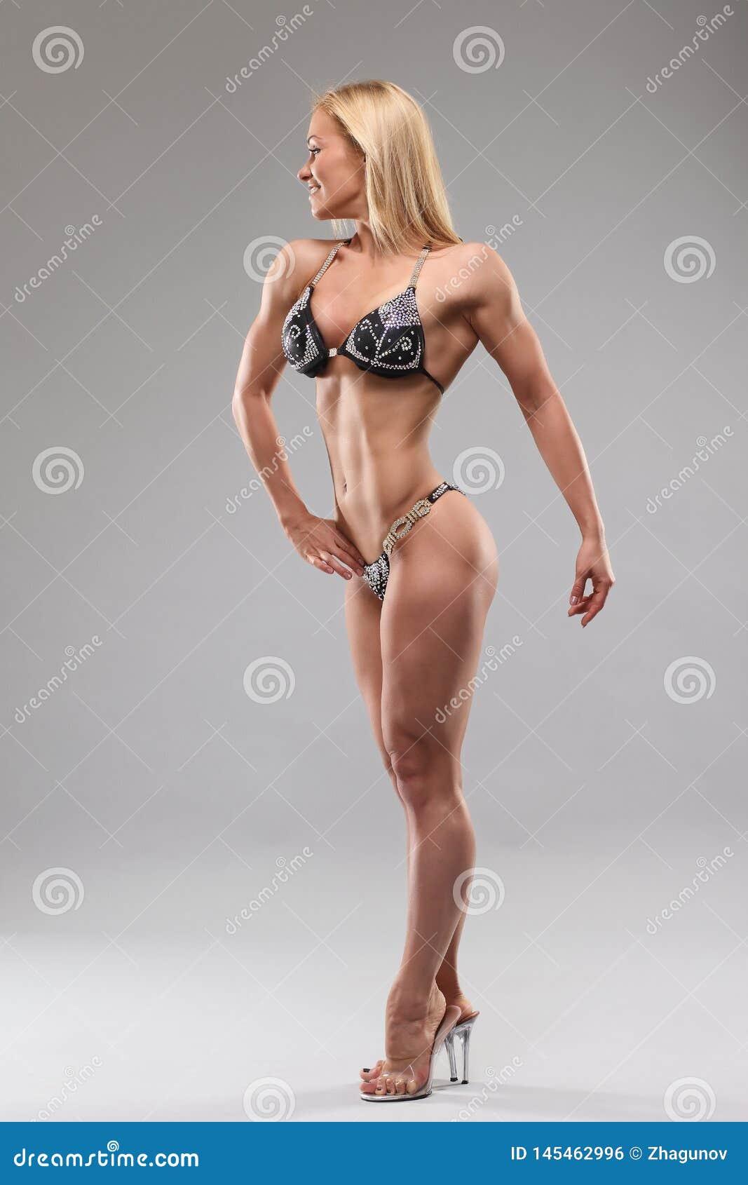 Mujer con el cuerpo atl?tico perfecto