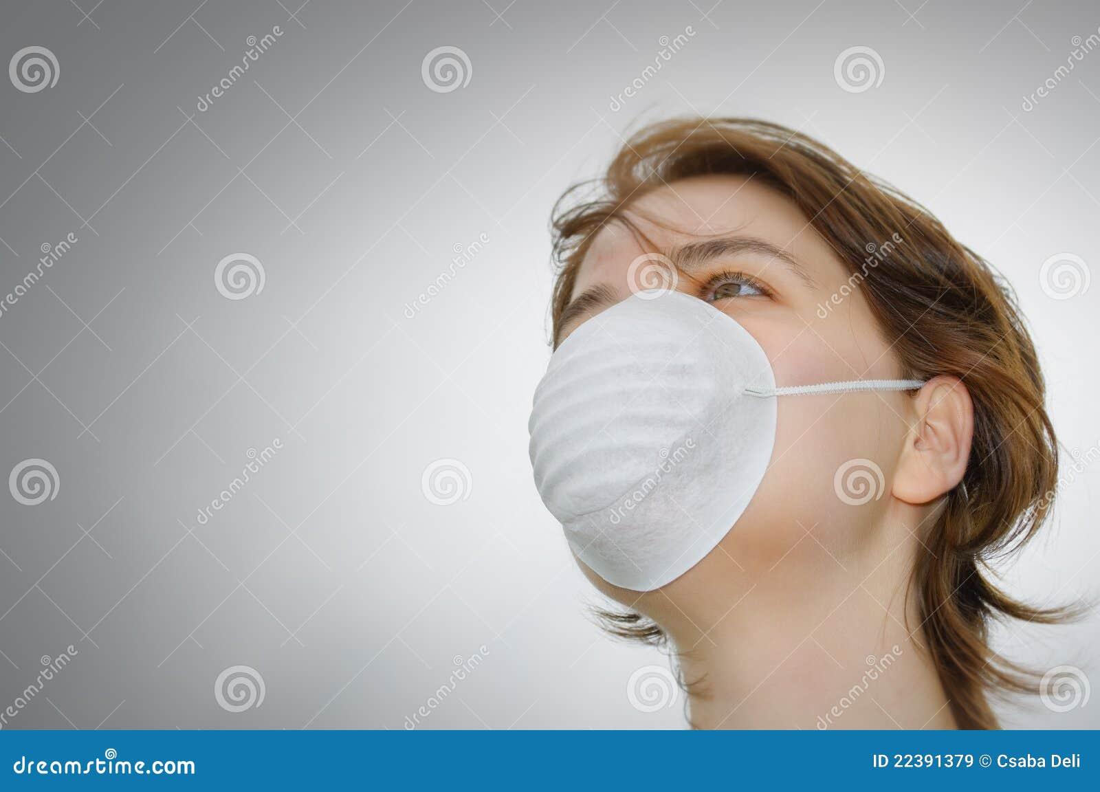 La máscara para la depuración profunda de la persona de los puntos negros