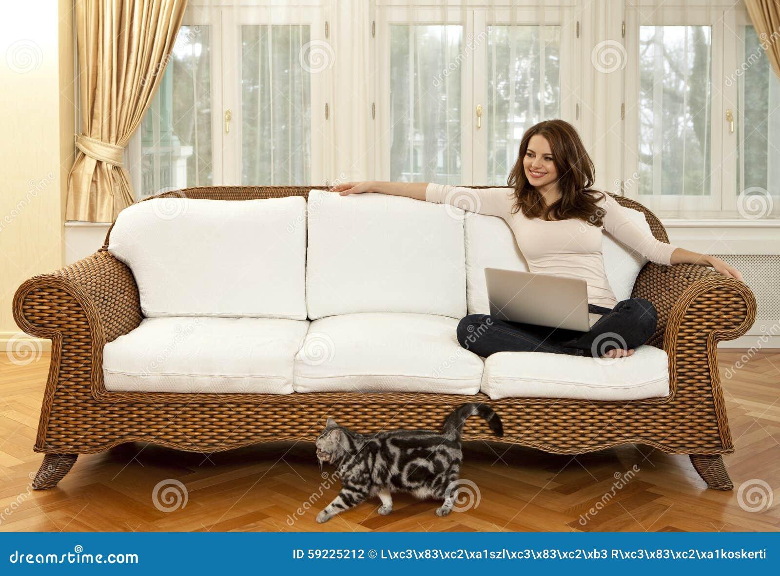 Mujer con el gato