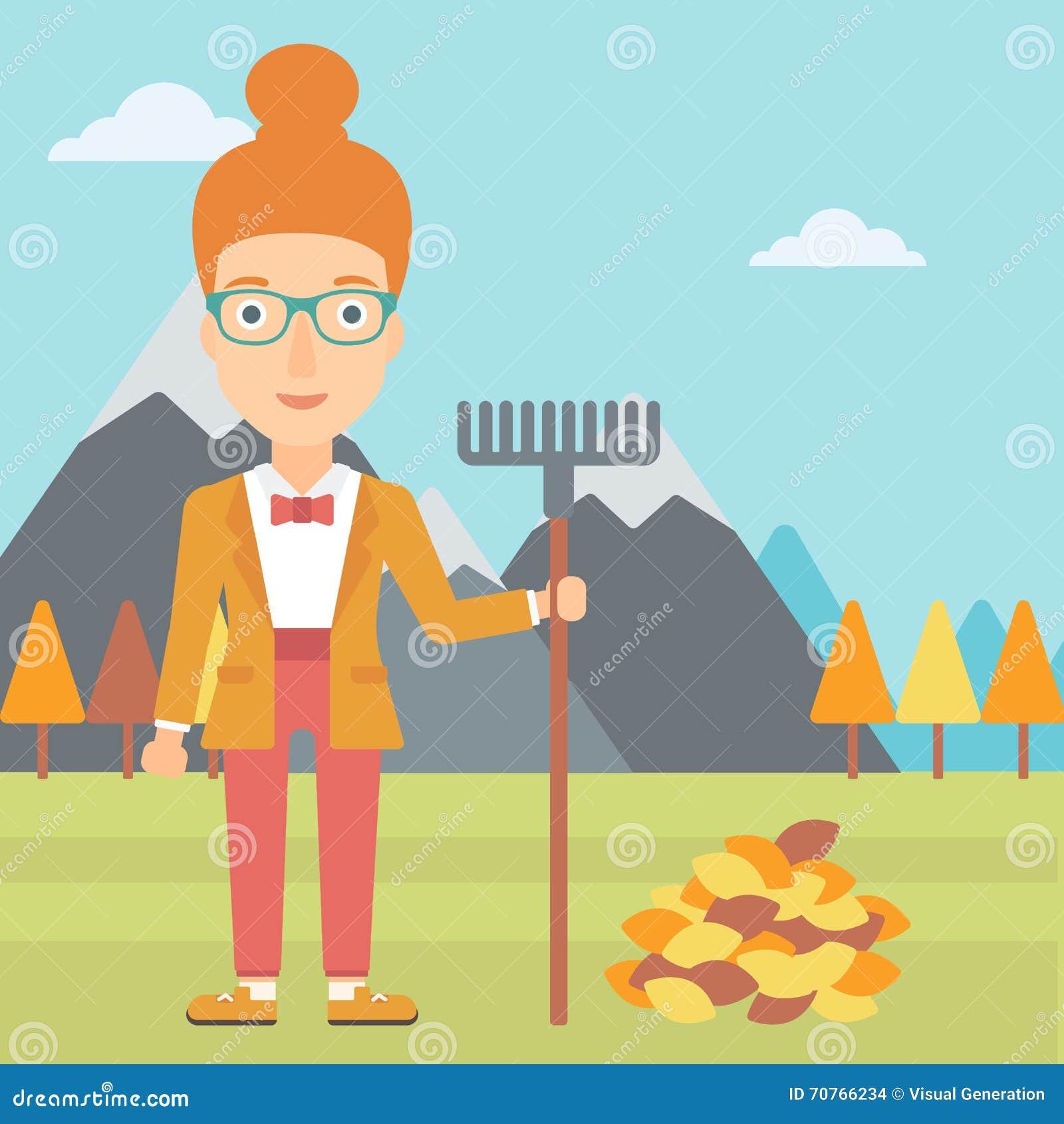 Mujer con el rastrillo que coloca el montón cercano de las hojas de otoño