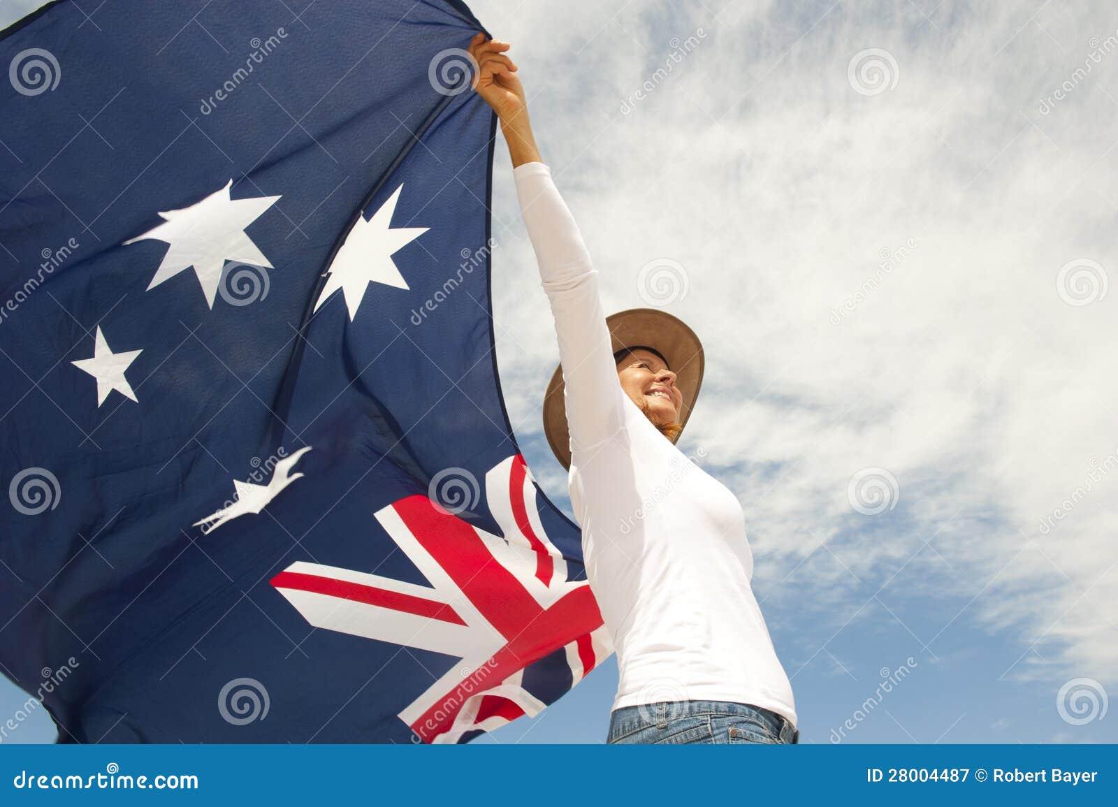 Mujer Con El Sombrero Del Akubra Y El Indicador Australiano Imagen ... 776bffe9251