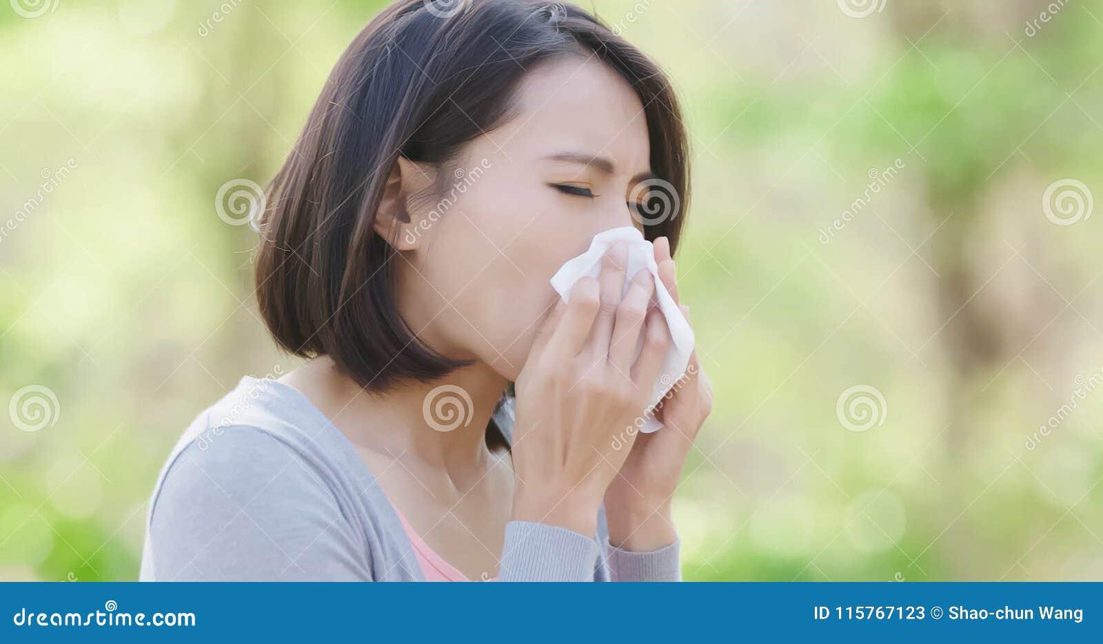 Mujer con fiebre de heno