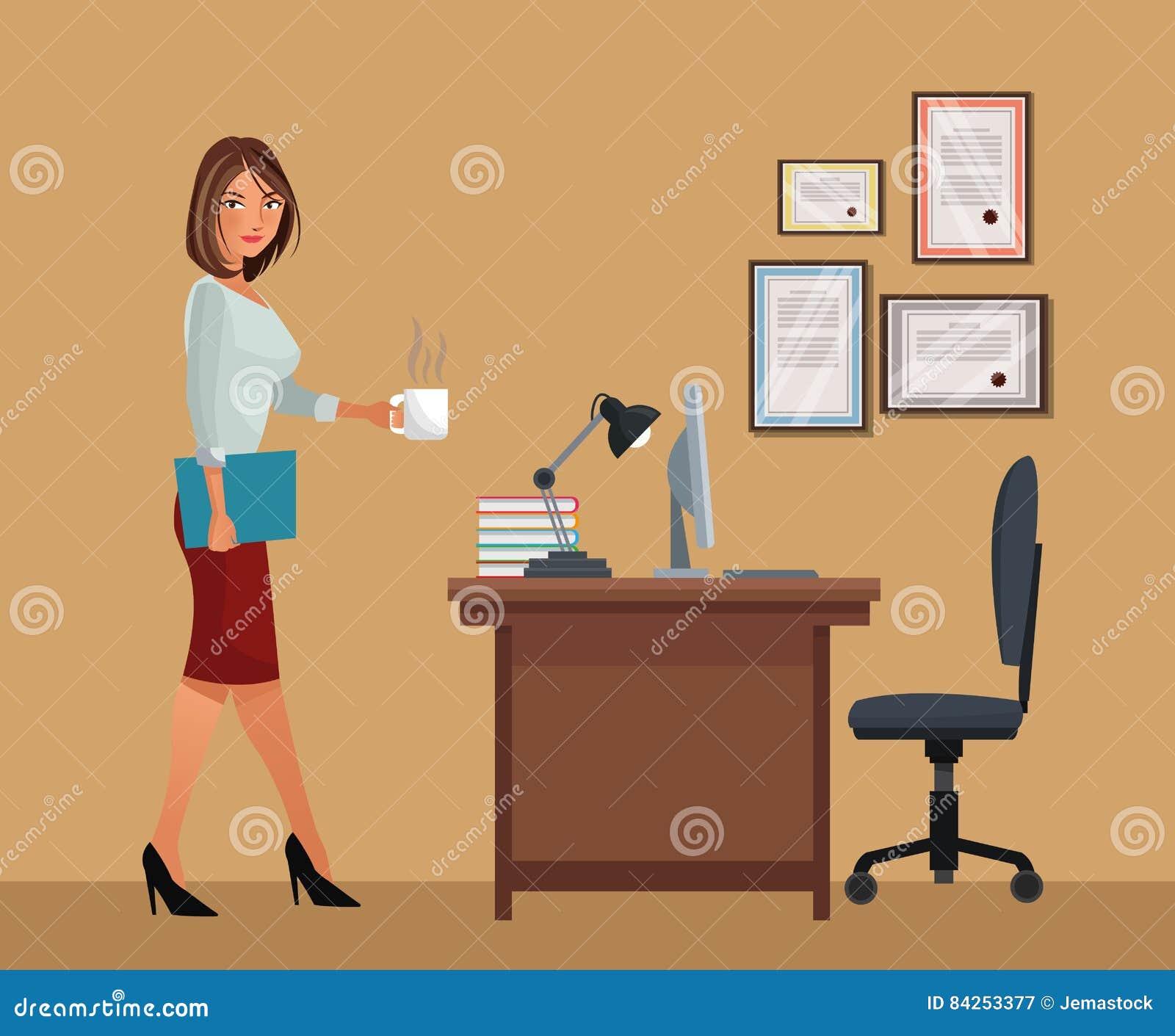 Mujer con la lámpara del ordenador portátil de la silla de escritorio de oficina del café de la taza