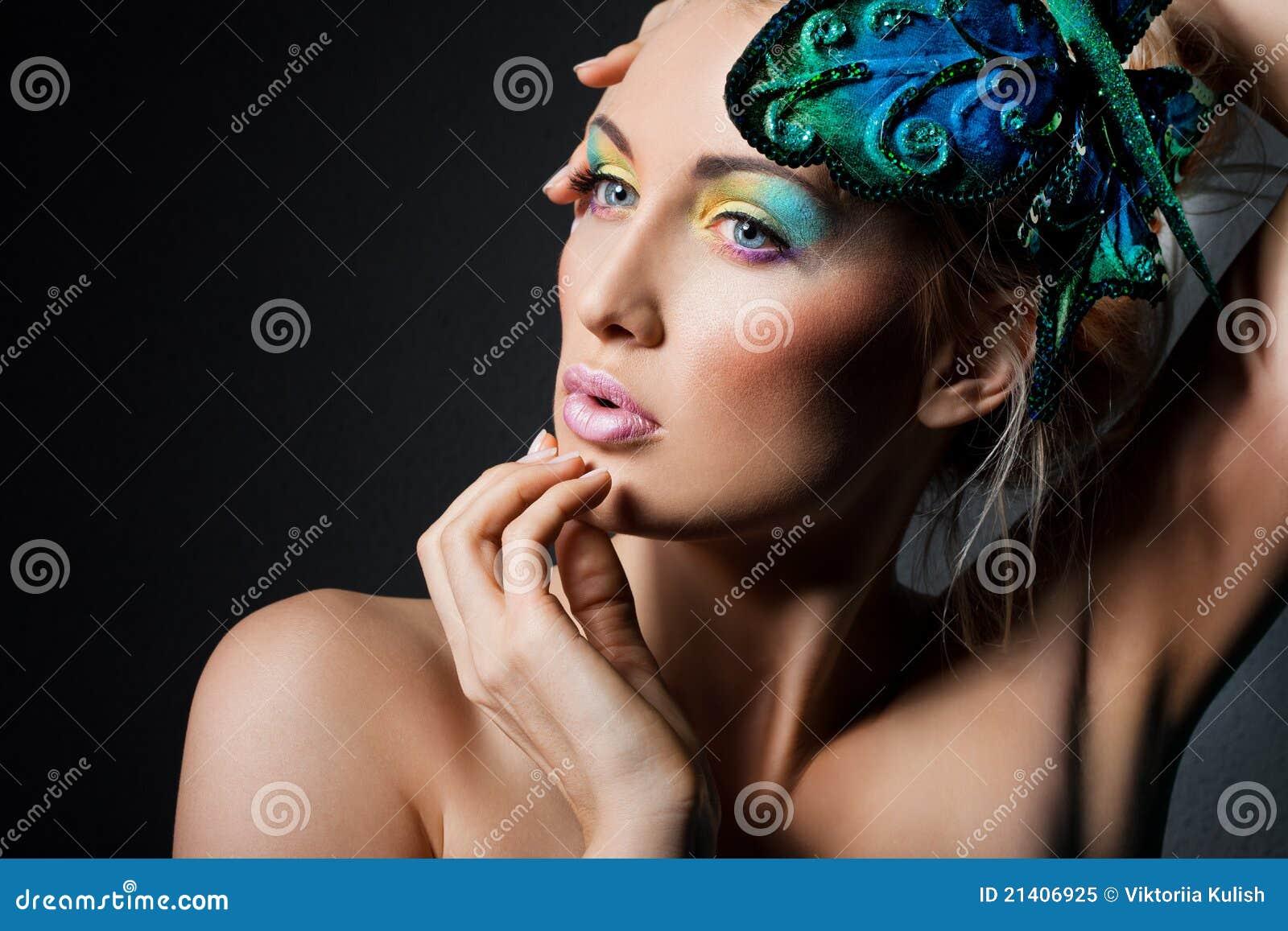 Mujer con la mariposa