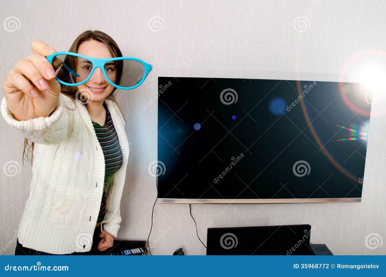 Mujer con la TV