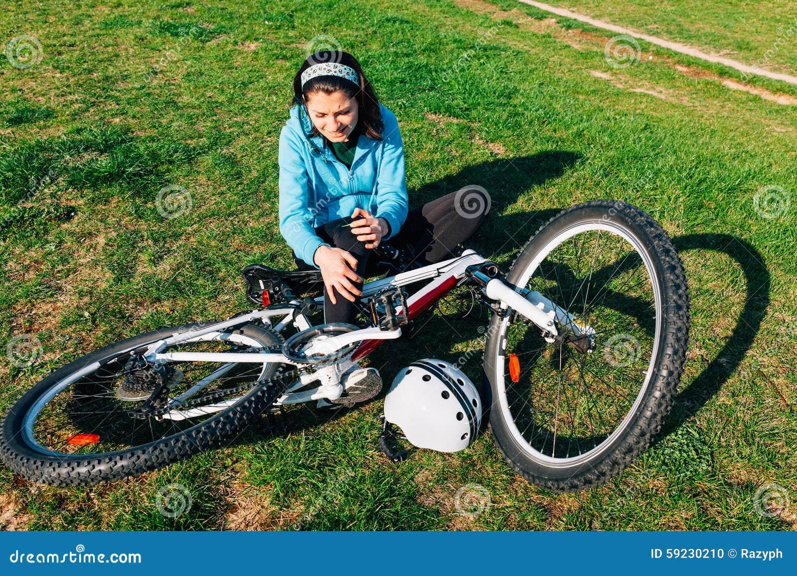 Mujer con lesión de la bici