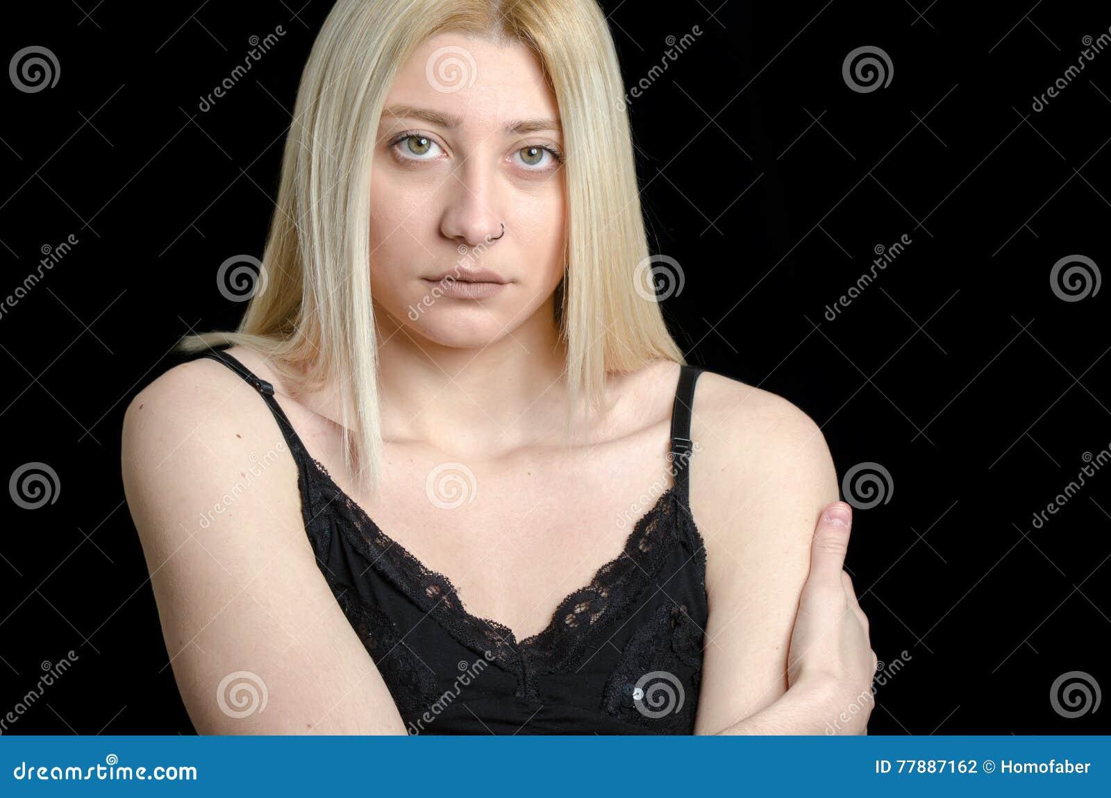 Mujer Con Los Ojos Verdes Y La Cara Bonita Foto de archivo