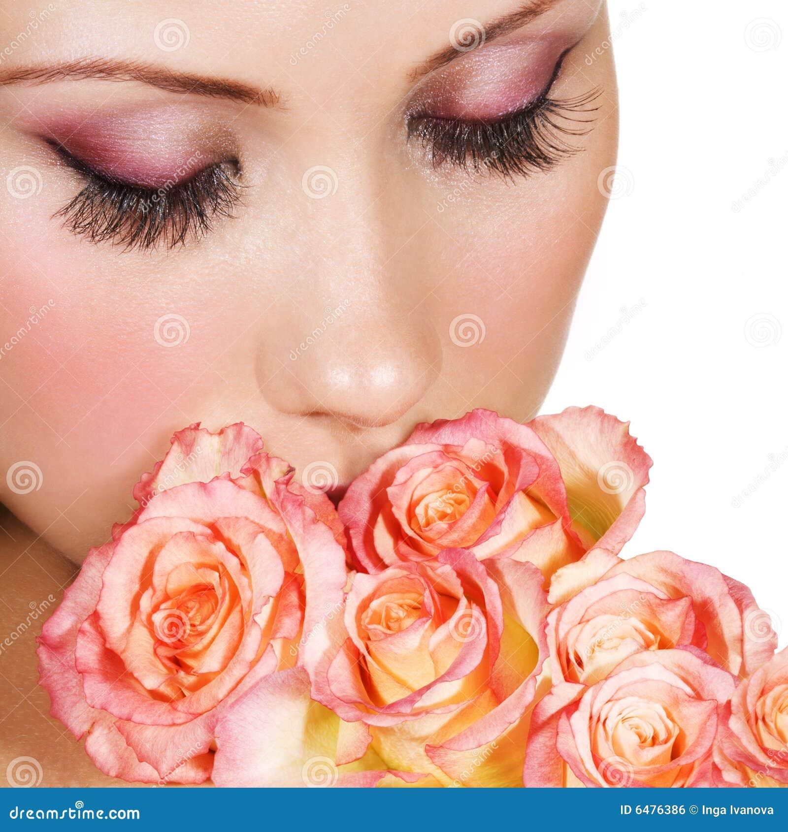 Mujer con maquillaje hermoso