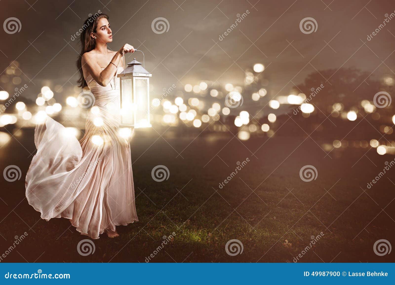 Mujer con un latern