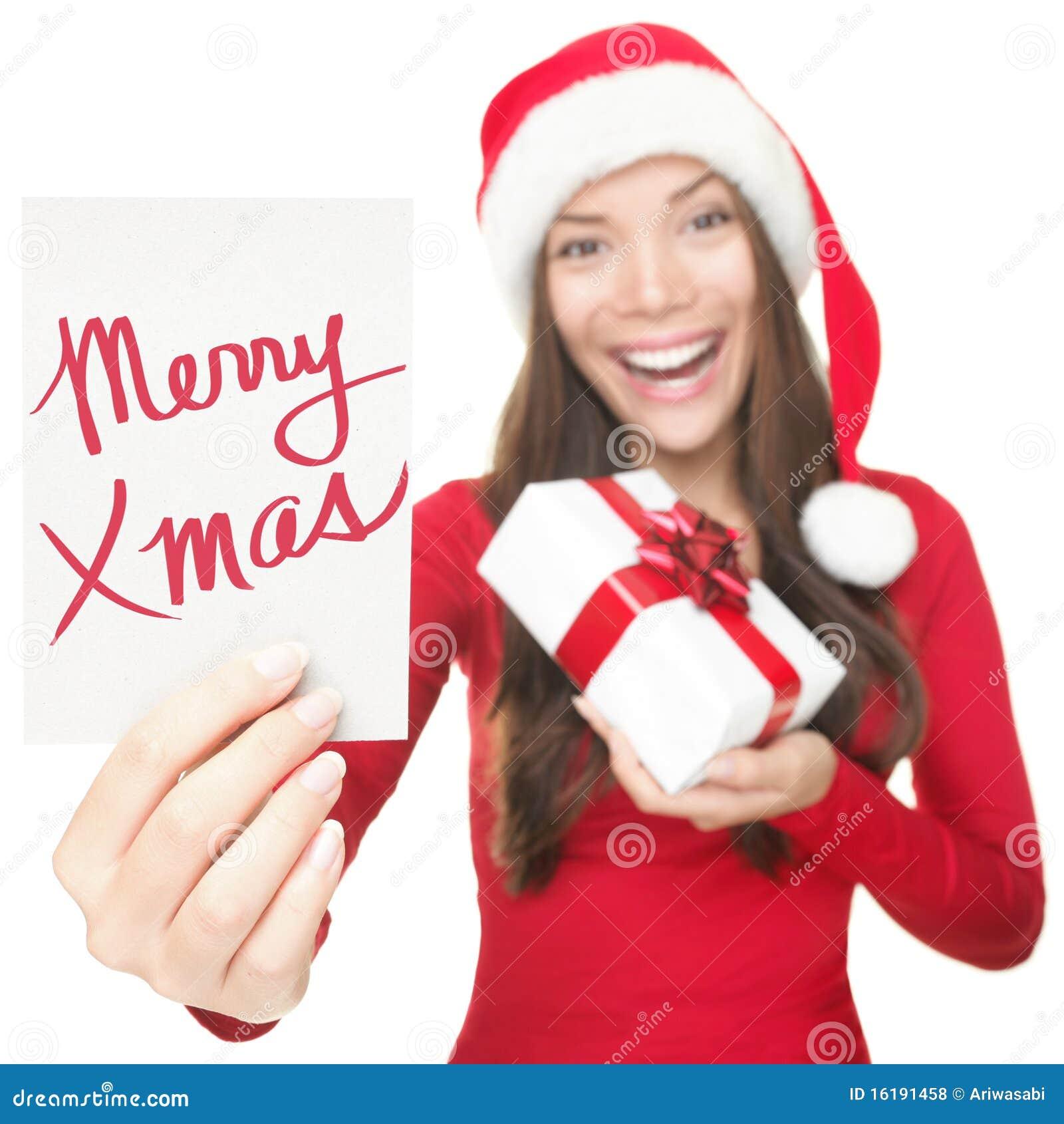 Mujer de la Navidad que muestra la muestra del espacio de la copia