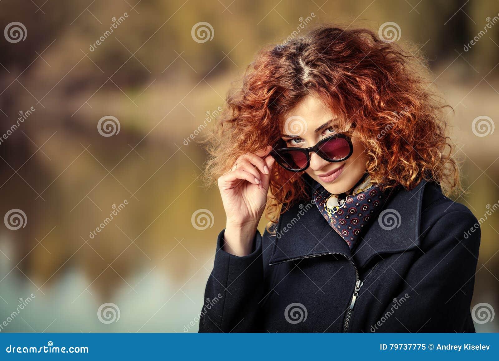 Mujer de moda del otoño