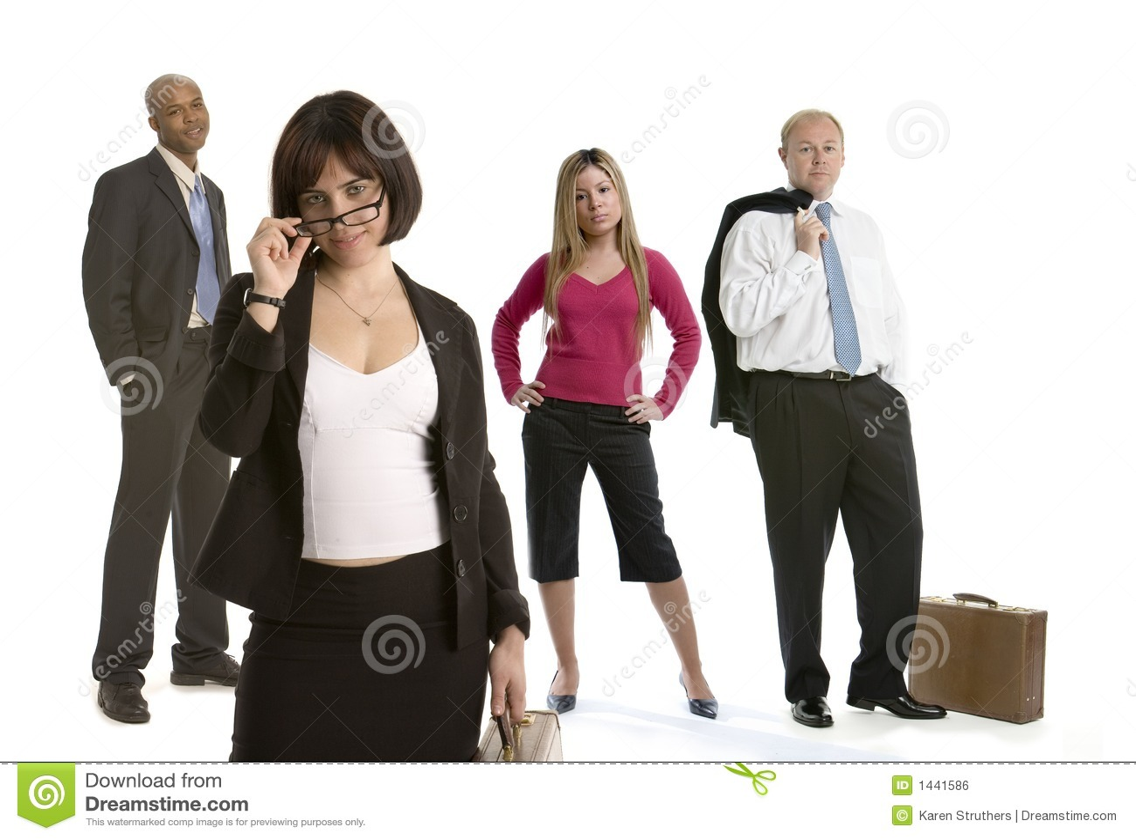Mujer de negocios de ligue con los colegas