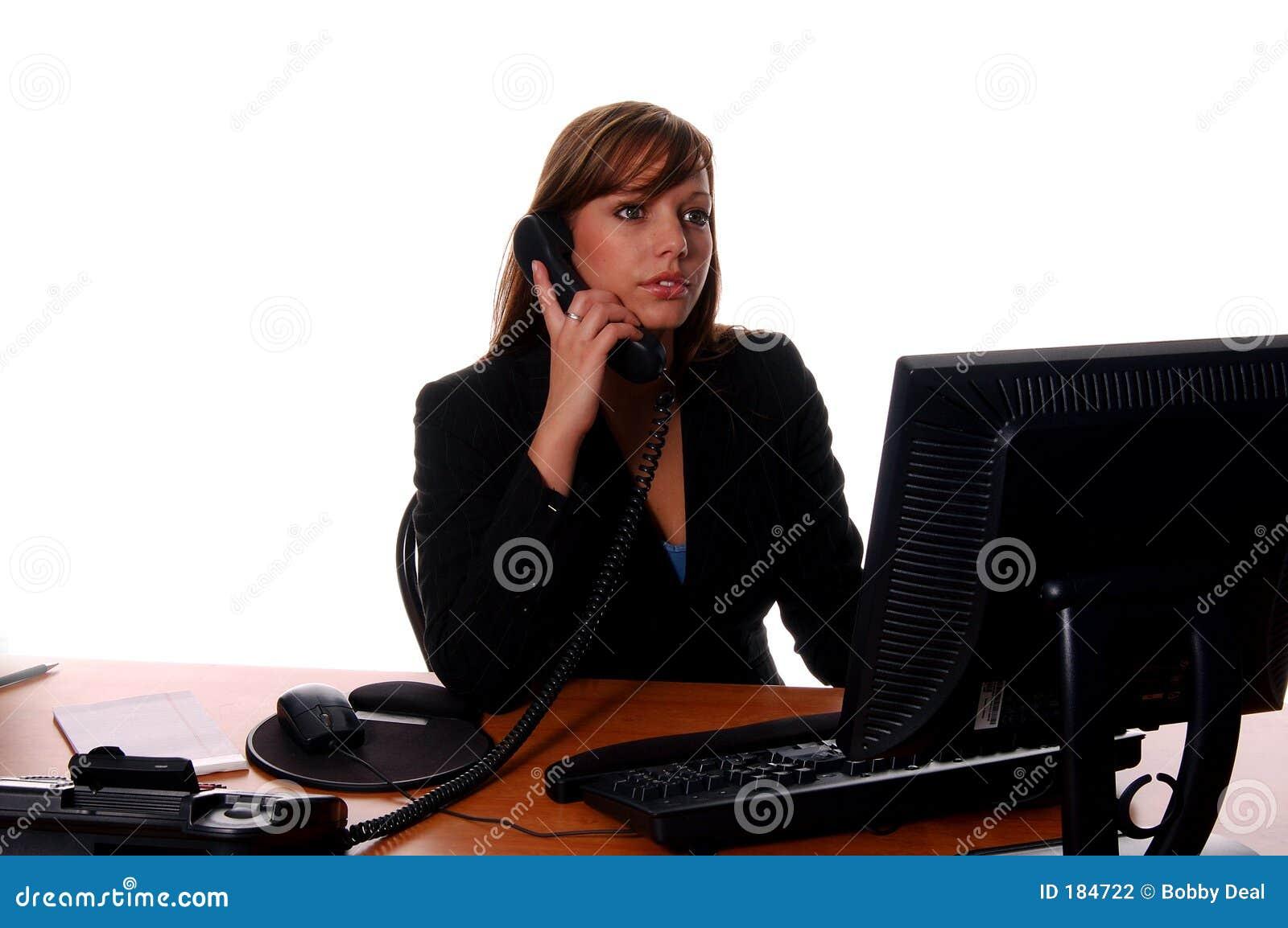 Mujer de negocios en el escritorio