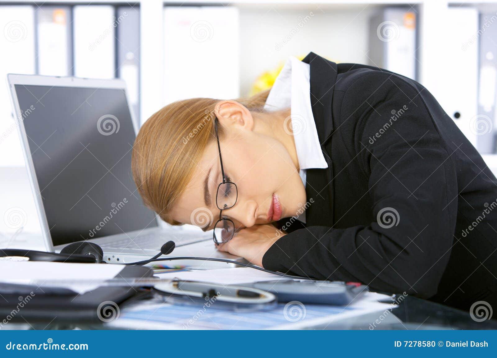 Mujer de negocios en oficina