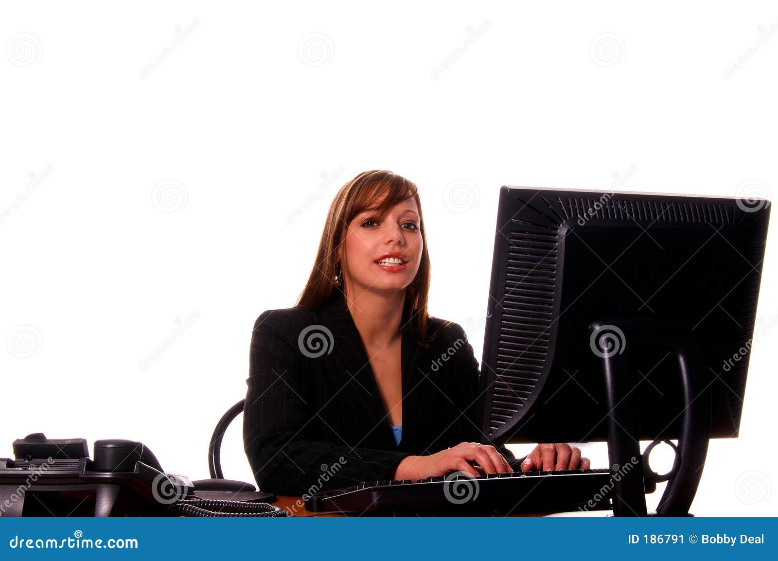 Mujer de negocios en su escritorio