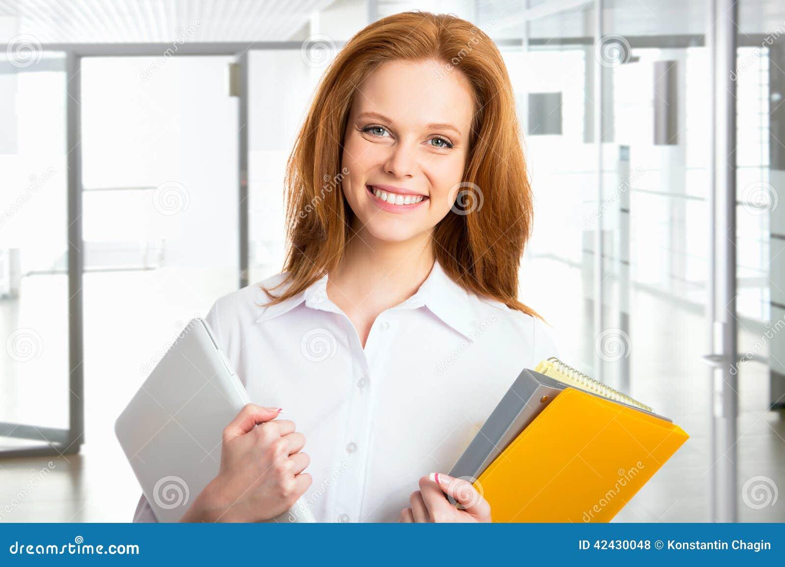 Mujer de negocios feliz