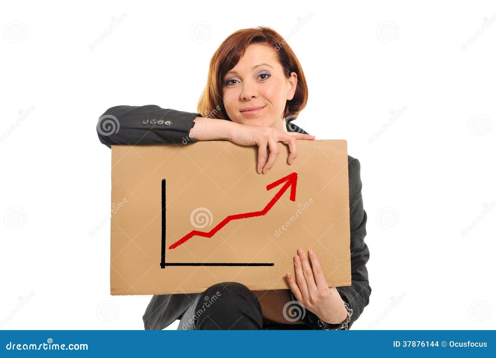 Mujer de negocios ocupada feliz que lleva a cabo el gráfico de las ventas del crecimiento