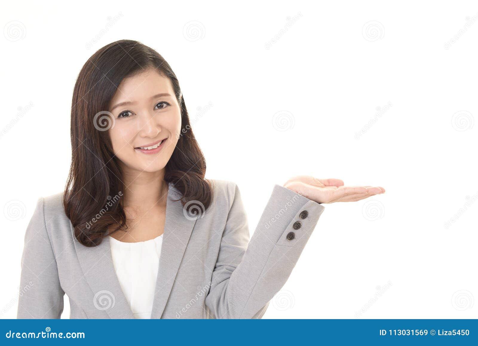 Mujer de negocios sonriente