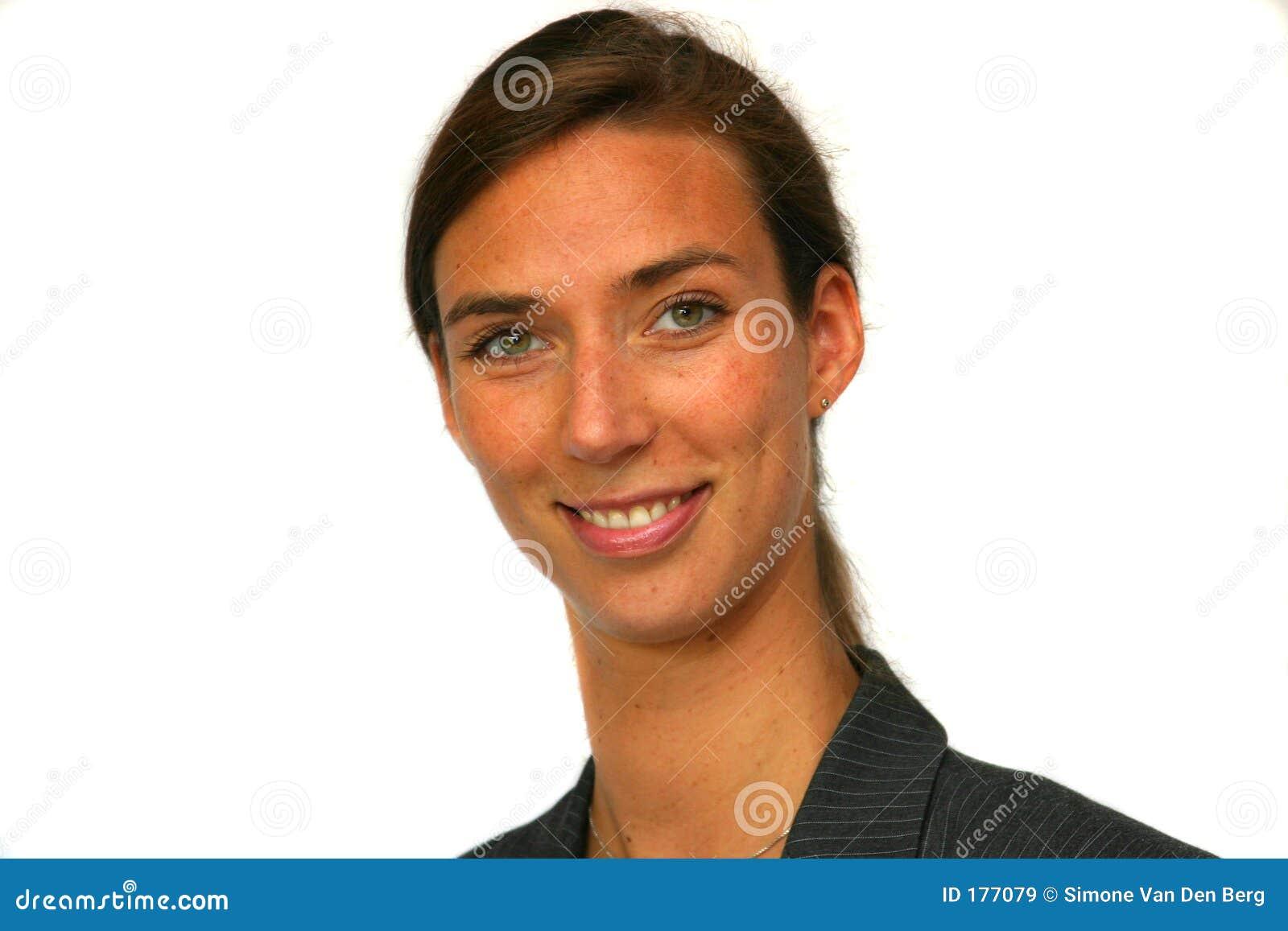 Mujer de negocios sonriente atractiva