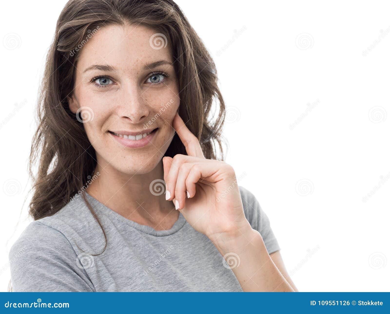Mujer deportiva sonriente