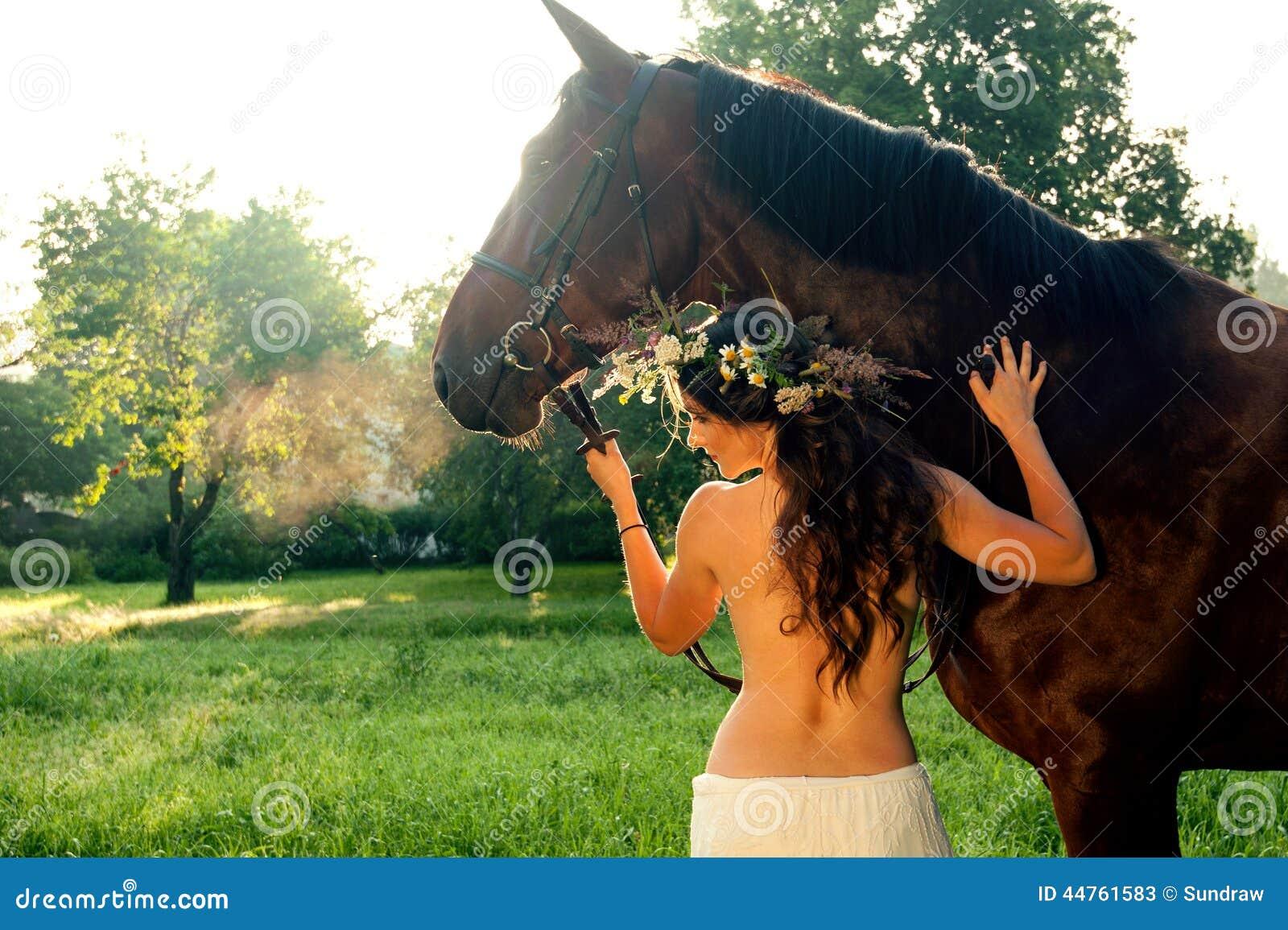 Mujer desnuda a caballo Nude Photos 80